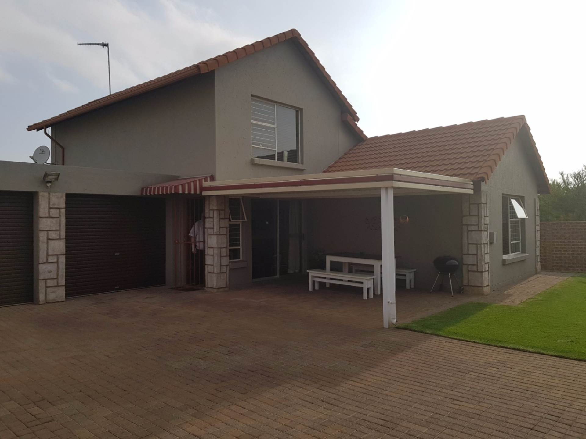 3 BedroomCluster For Sale In Ravenswood