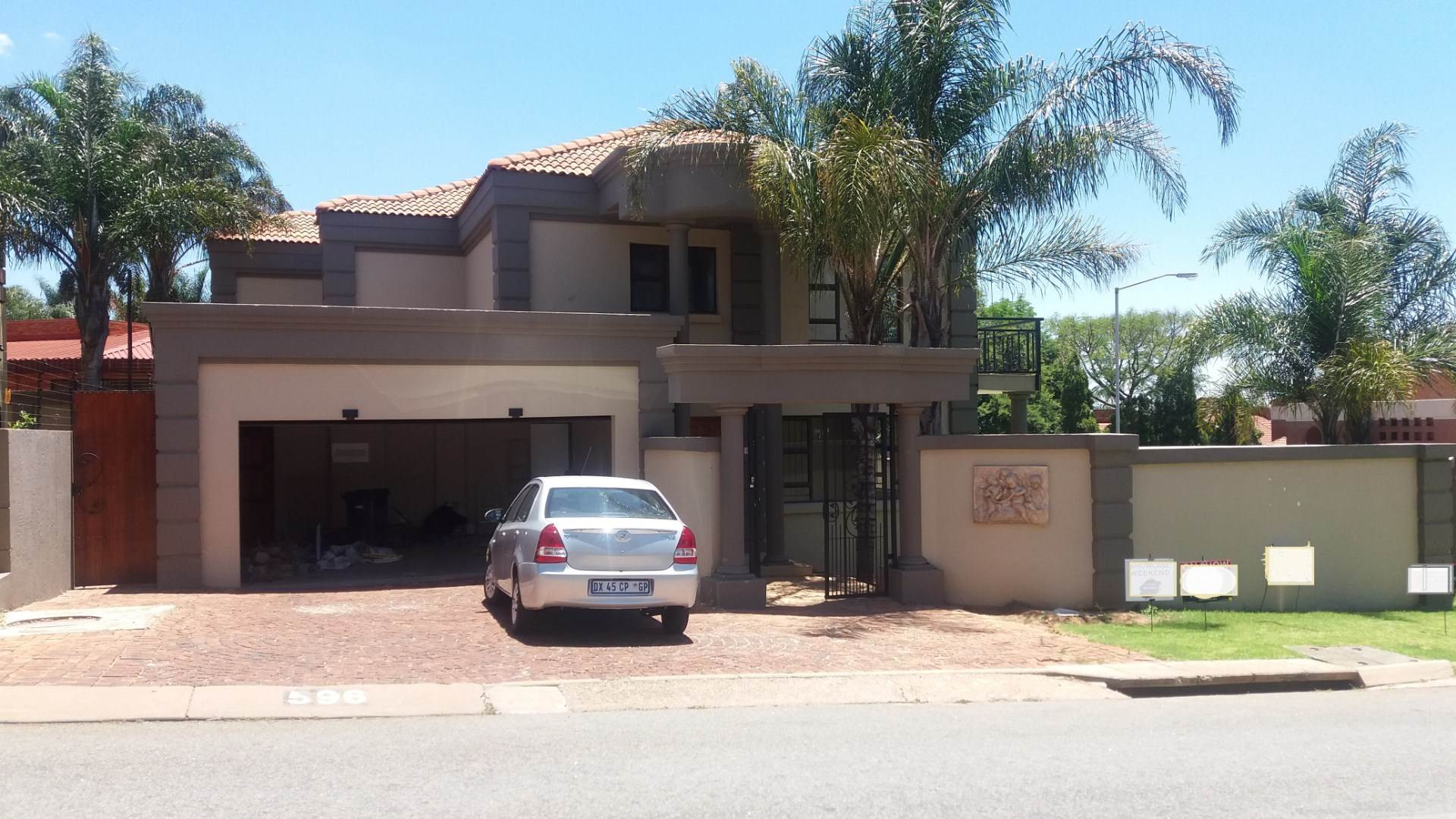 Property and Houses for sale in Moreleta Park, House, 4 Bedrooms - ZAR 2,875,000