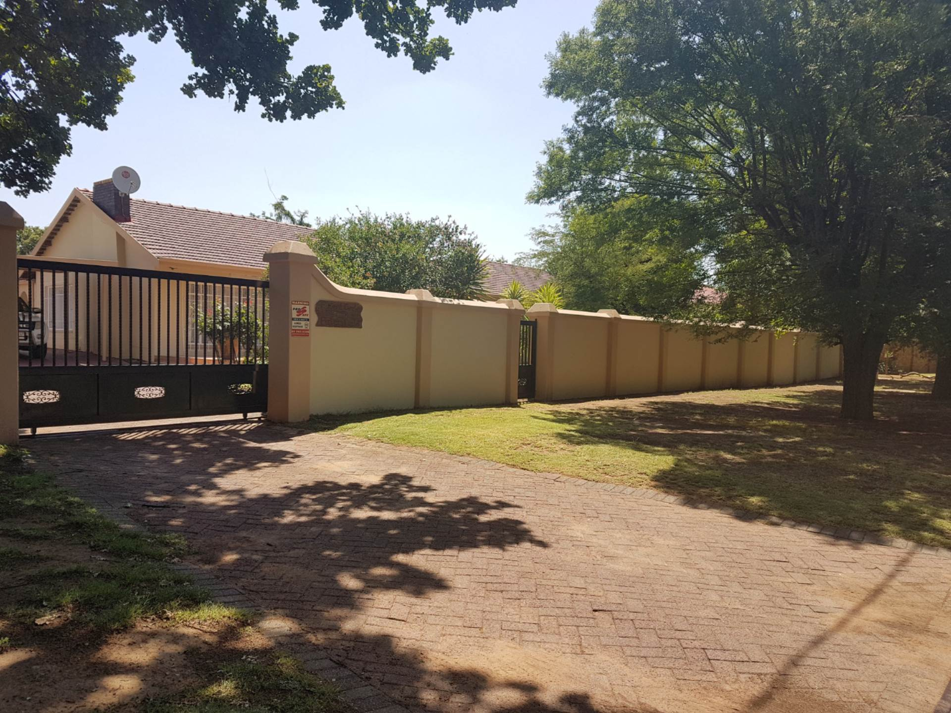 4 BedroomHouse For Sale In Petersfield Ext 1