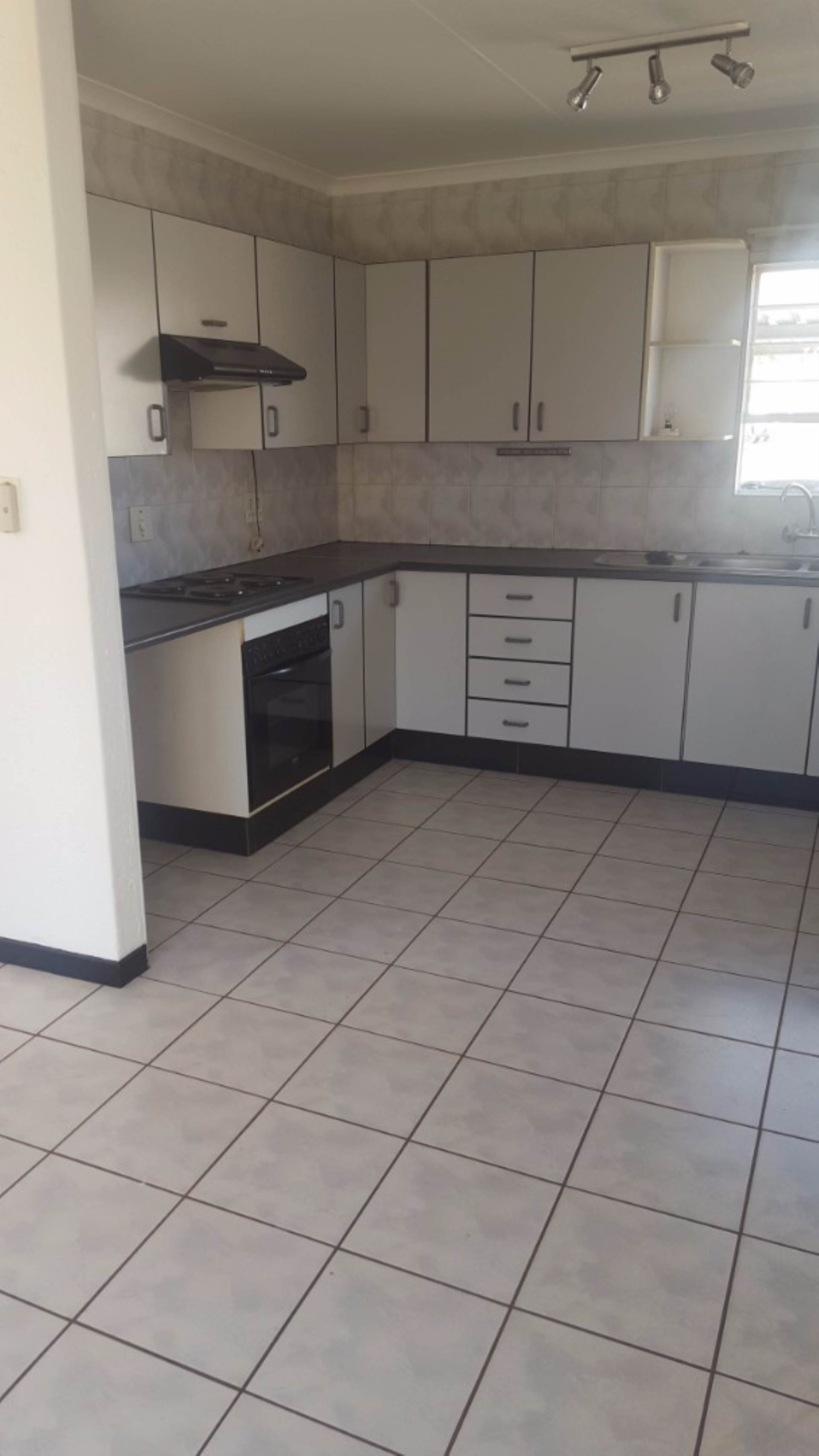 3 BedroomTownhouse To Rent In Witfield