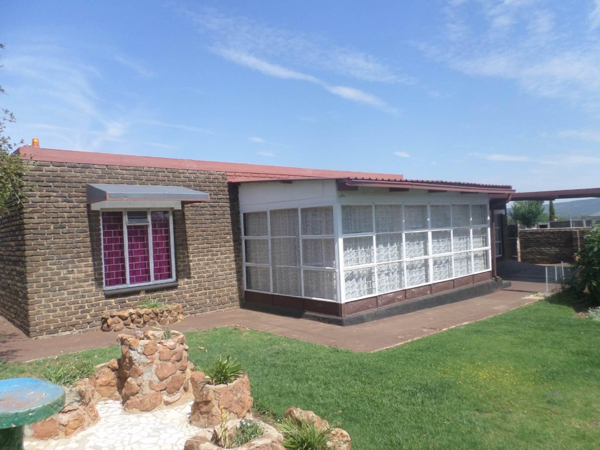2 BedroomHouse For Sale In Vaaloewer