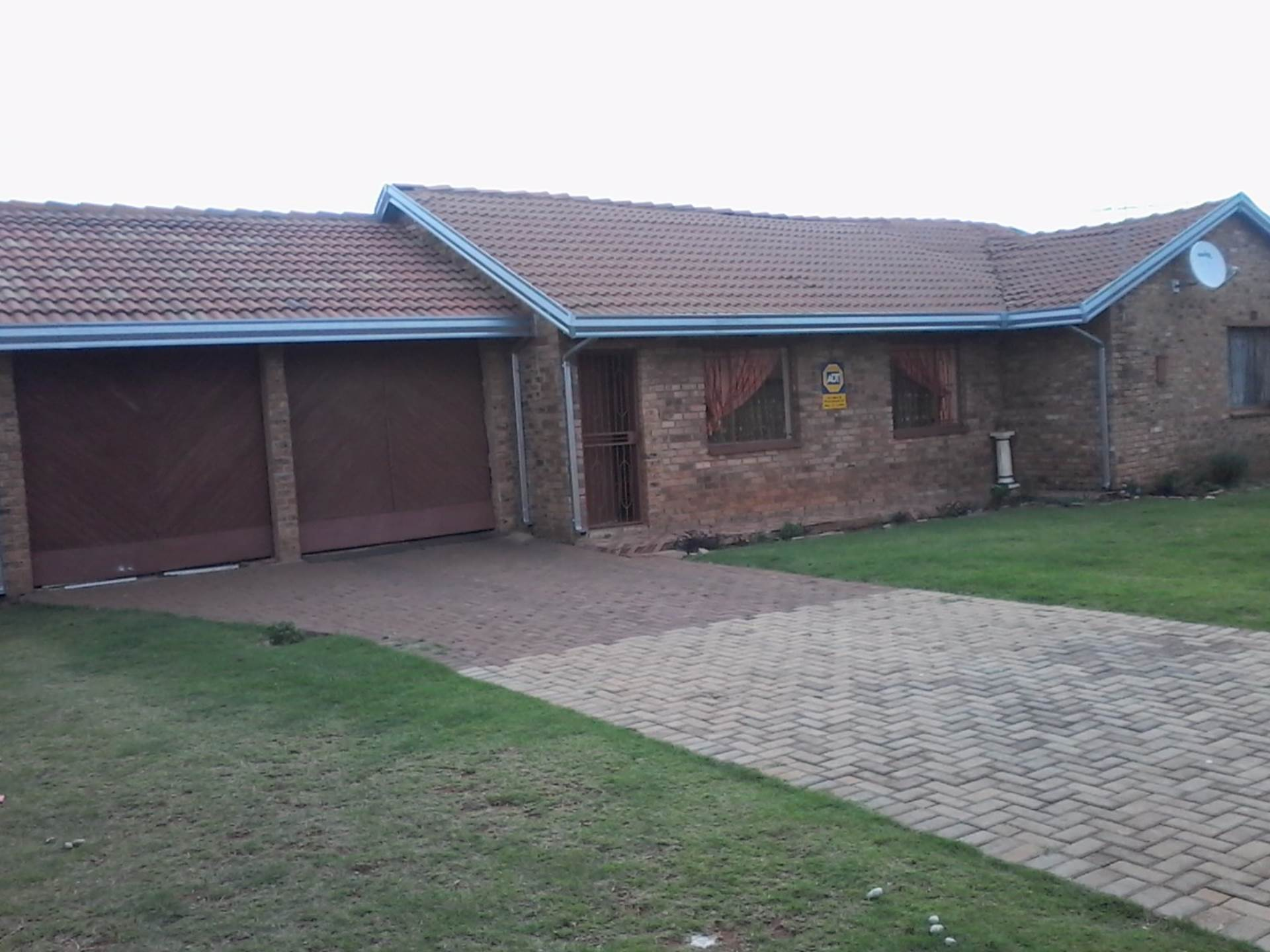3 BedroomHouse For Sale In Crystal Park & Ext