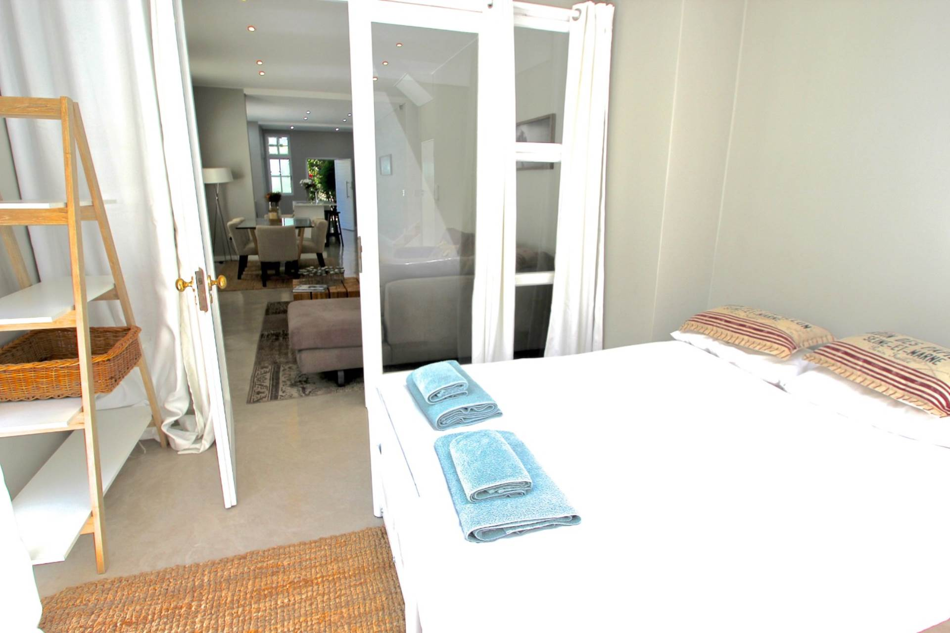 Sea Point property for sale. Ref No: 13561353. Picture no 12