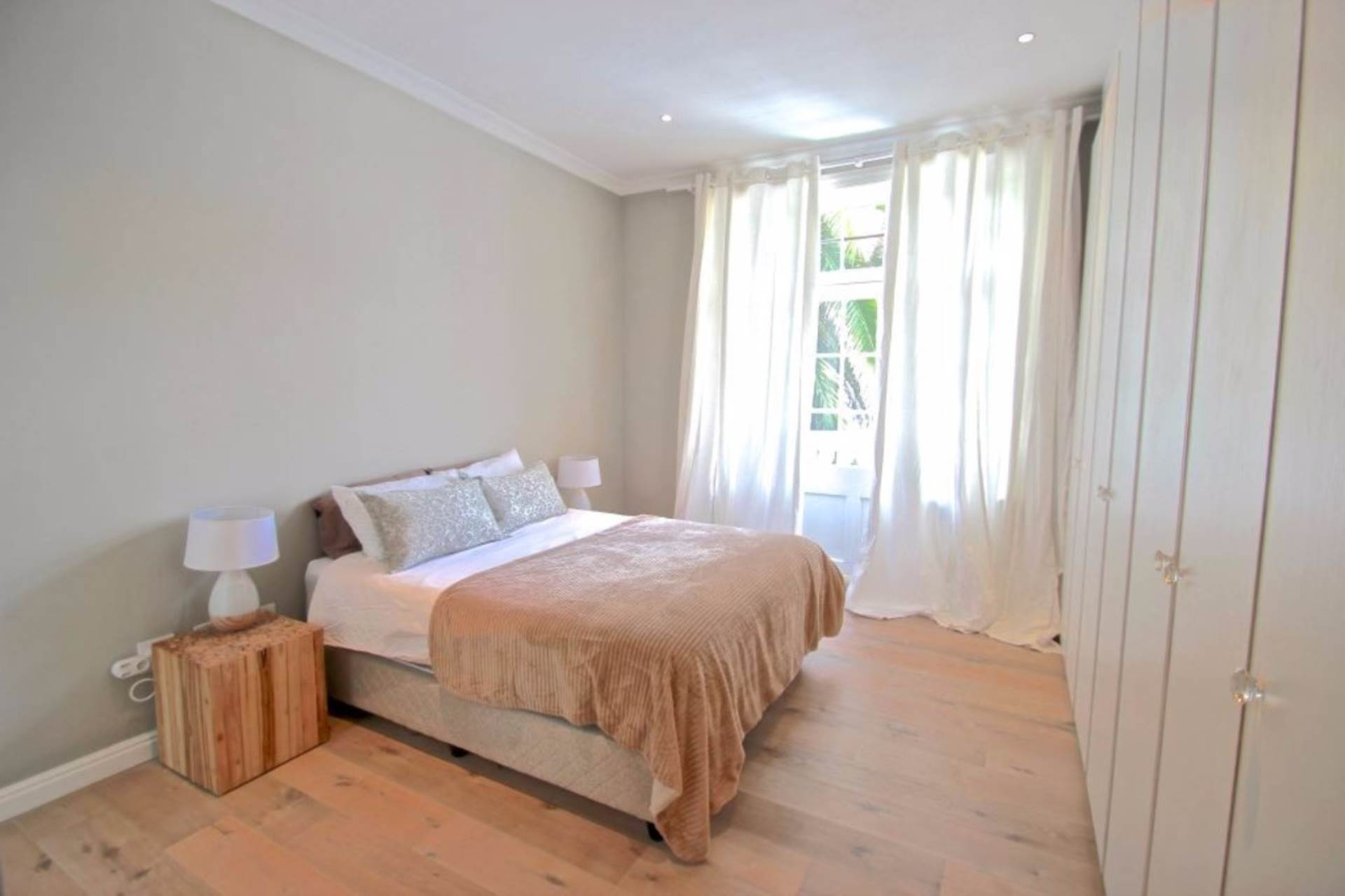 Sea Point property for sale. Ref No: 13561353. Picture no 4