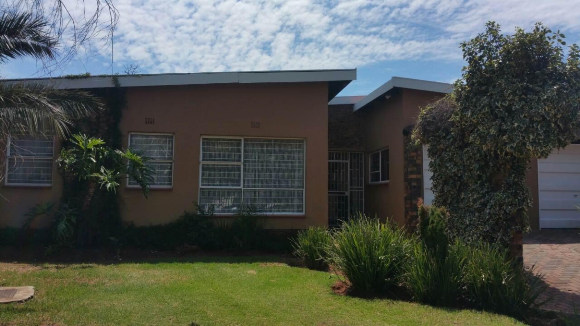 4 BedroomHouse For Sale In Dan Pienaarville