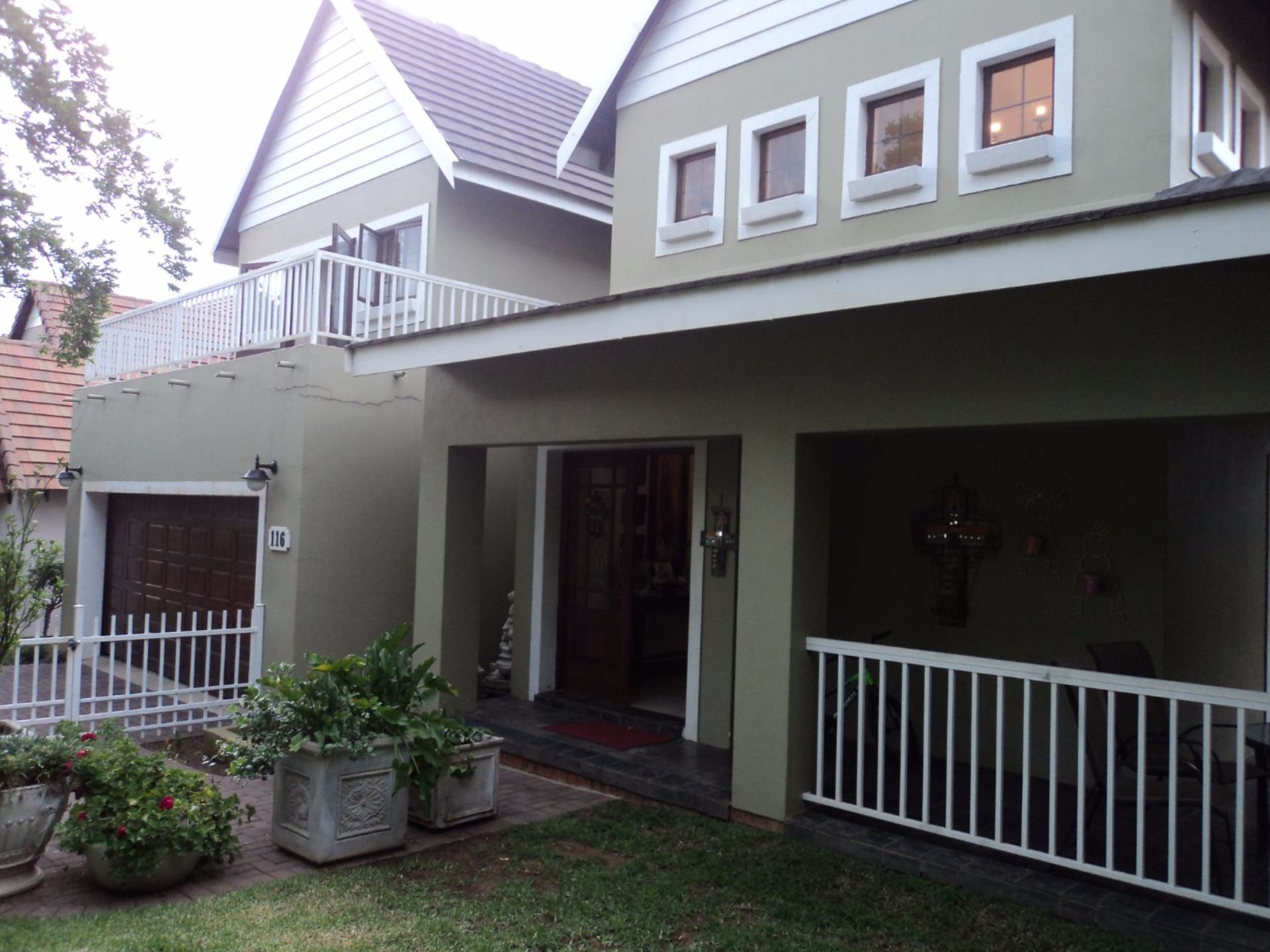 4 BedroomHouse For Sale In Woodlands