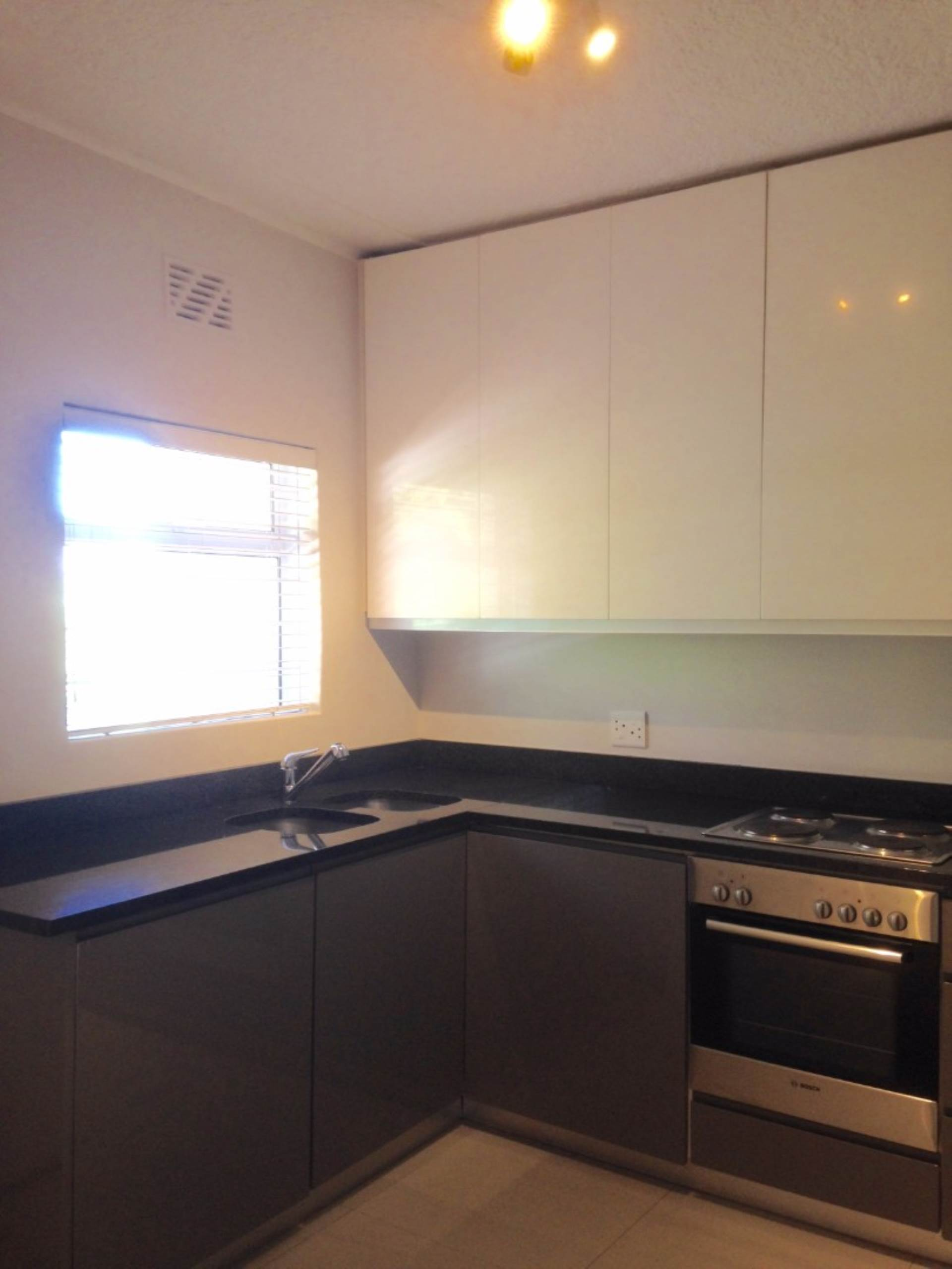 Sea Point property to rent. Ref No: 13563102. Picture no 3