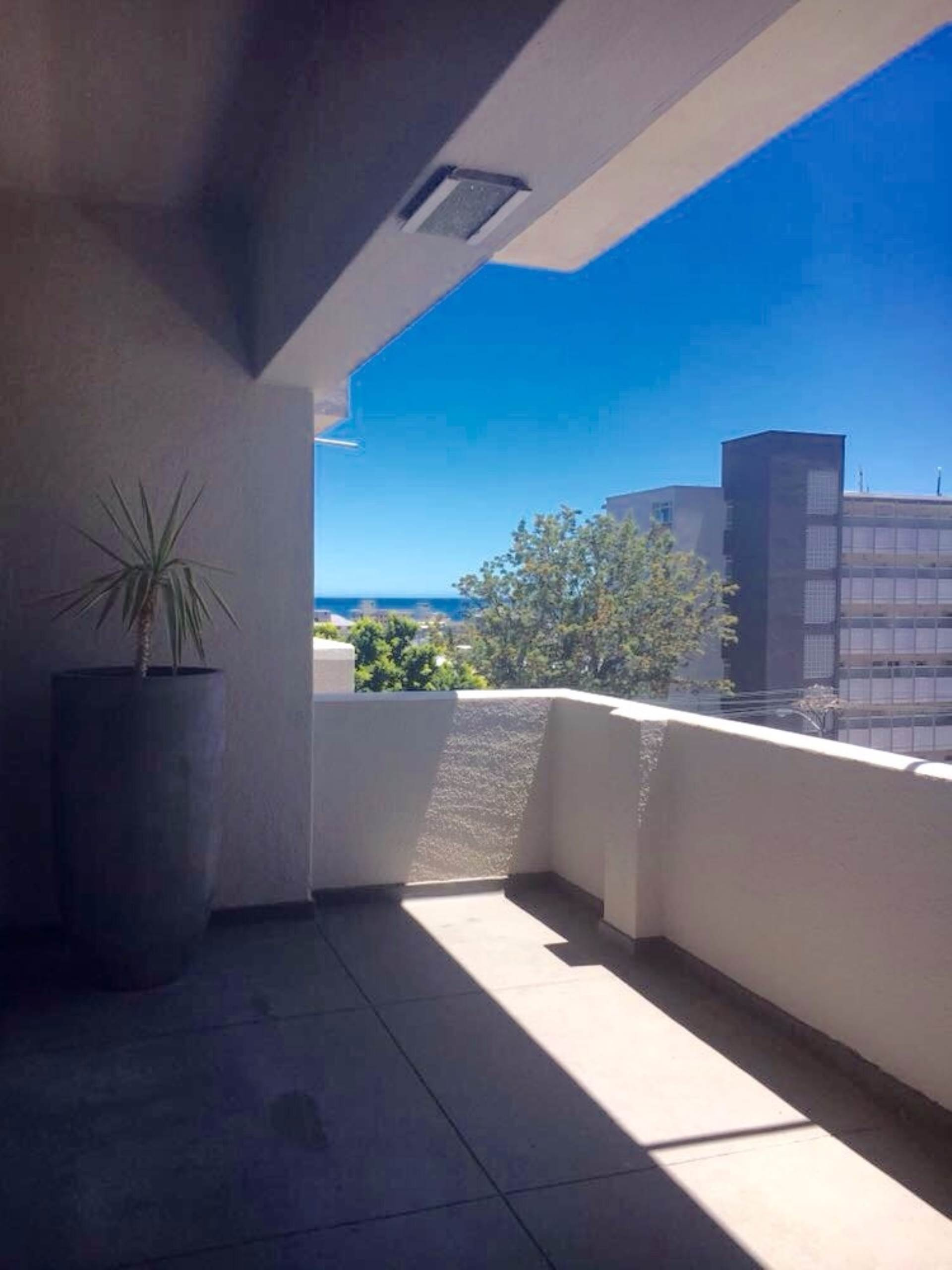 Sea Point property to rent. Ref No: 13563102. Picture no 12