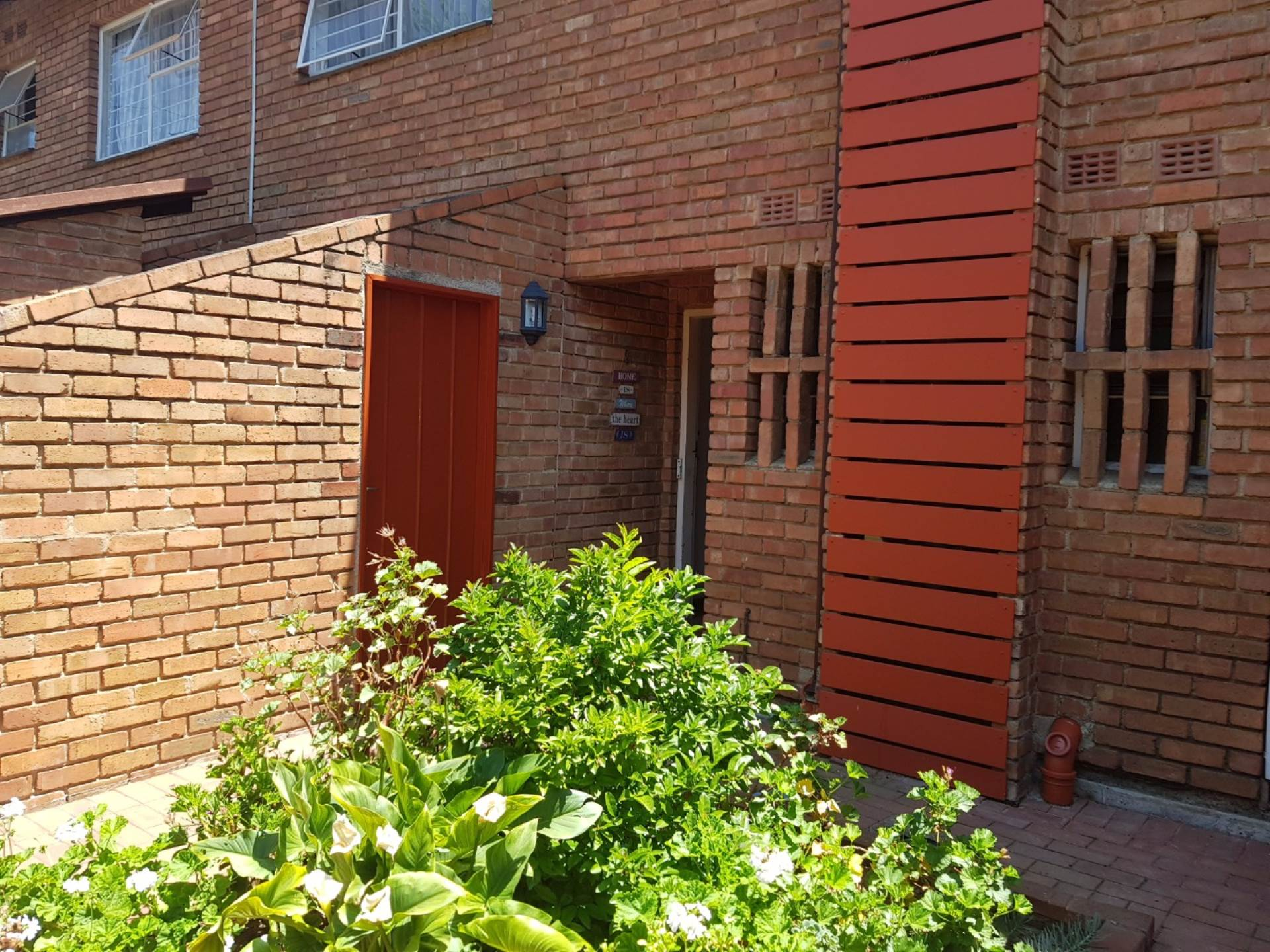 3 BedroomTownhouse To Rent In Bedford Gardens