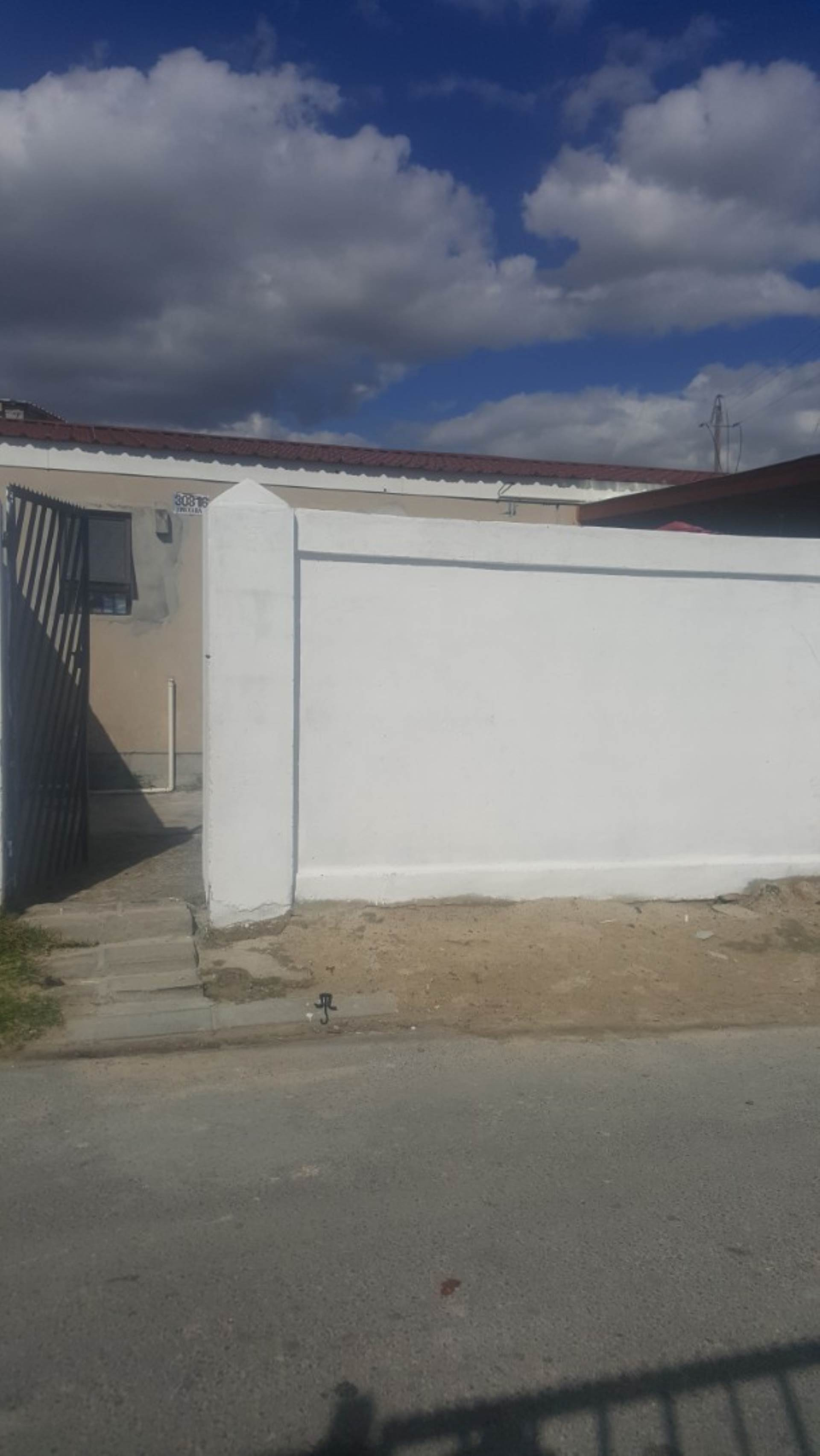 2 BedroomHouse For Sale In Delft South