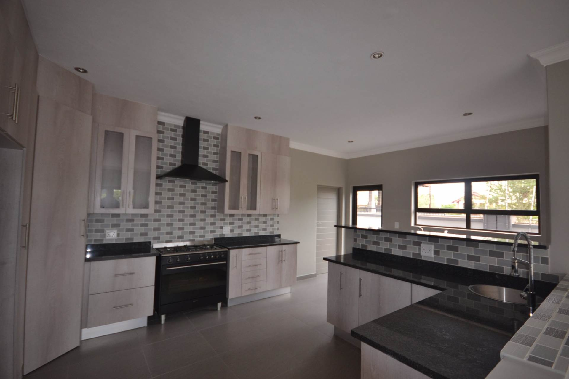 Olympus property for sale. Ref No: 13563411. Picture no 5