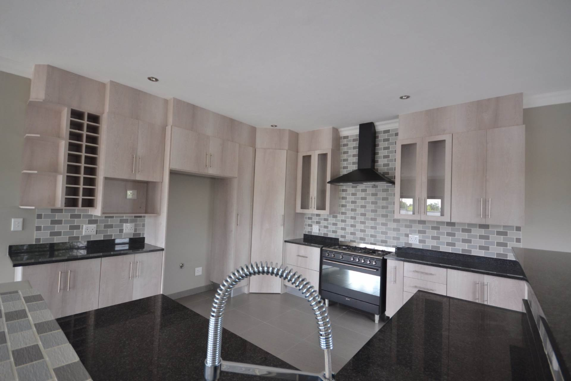 Olympus property for sale. Ref No: 13563411. Picture no 7