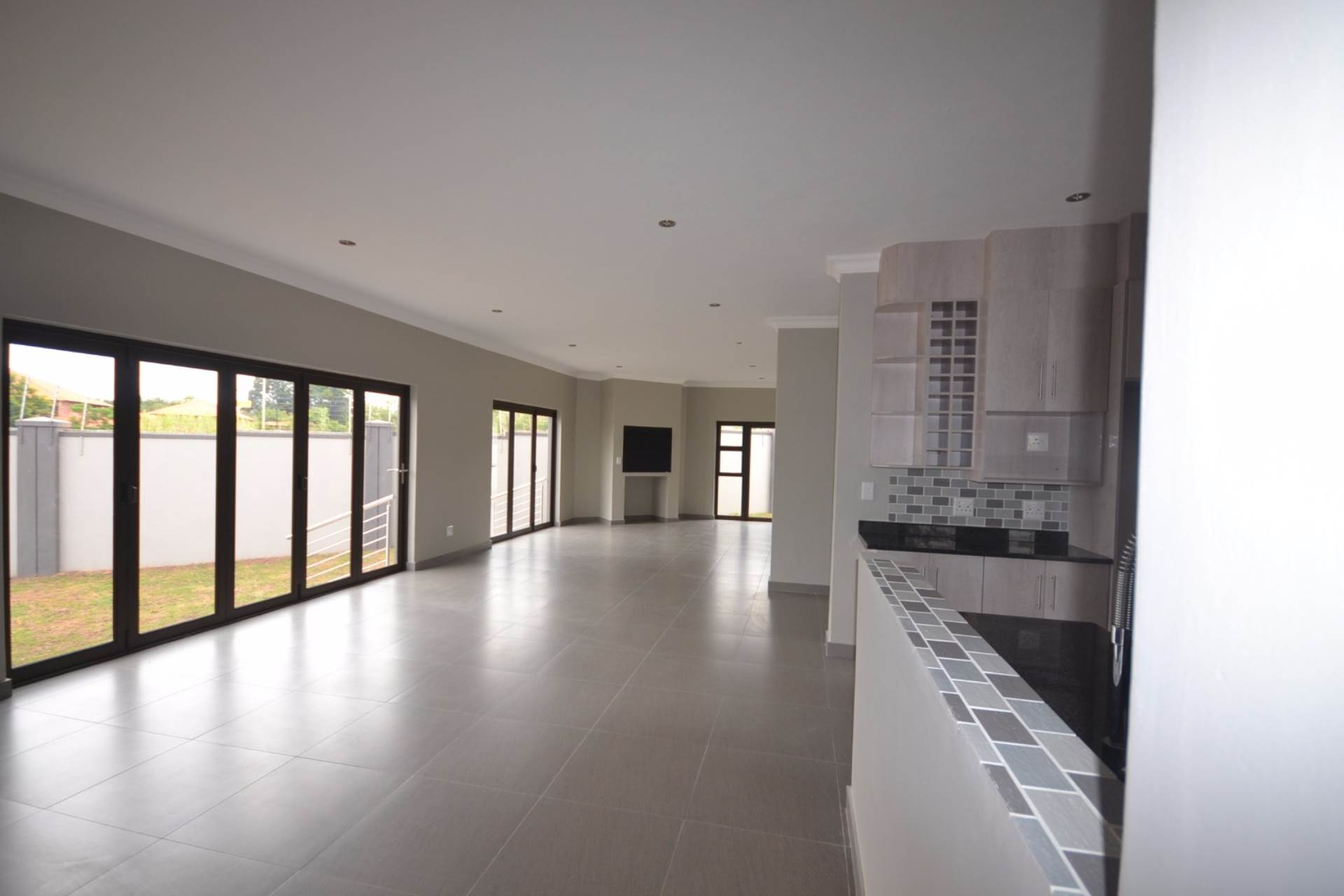 Olympus property for sale. Ref No: 13563411. Picture no 8
