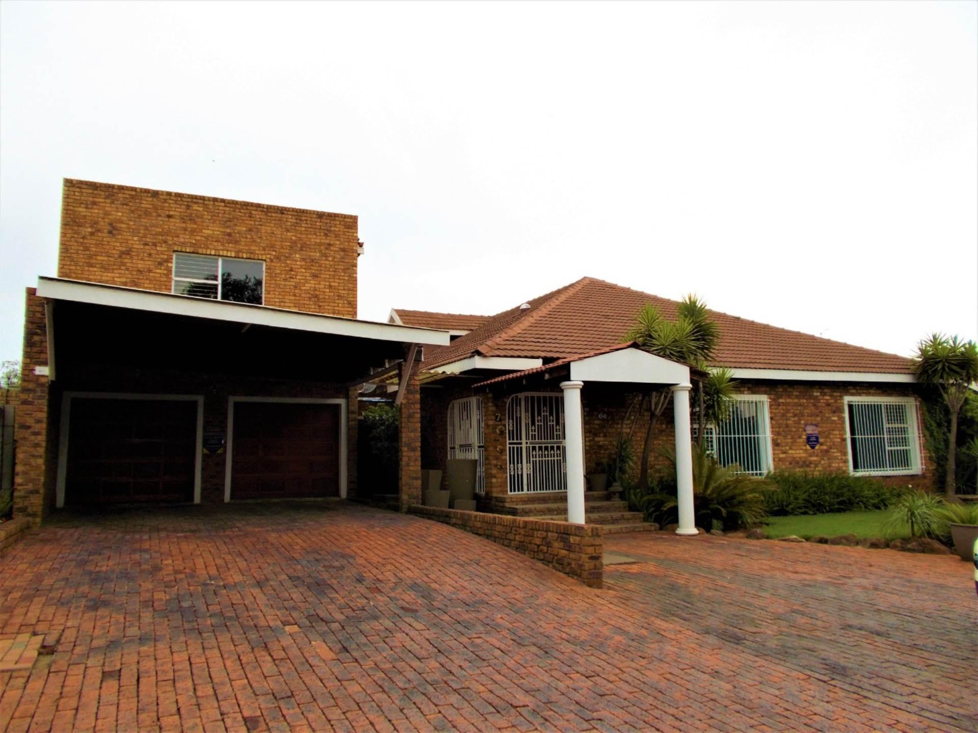 5 BedroomHouse For Sale In Petersfield