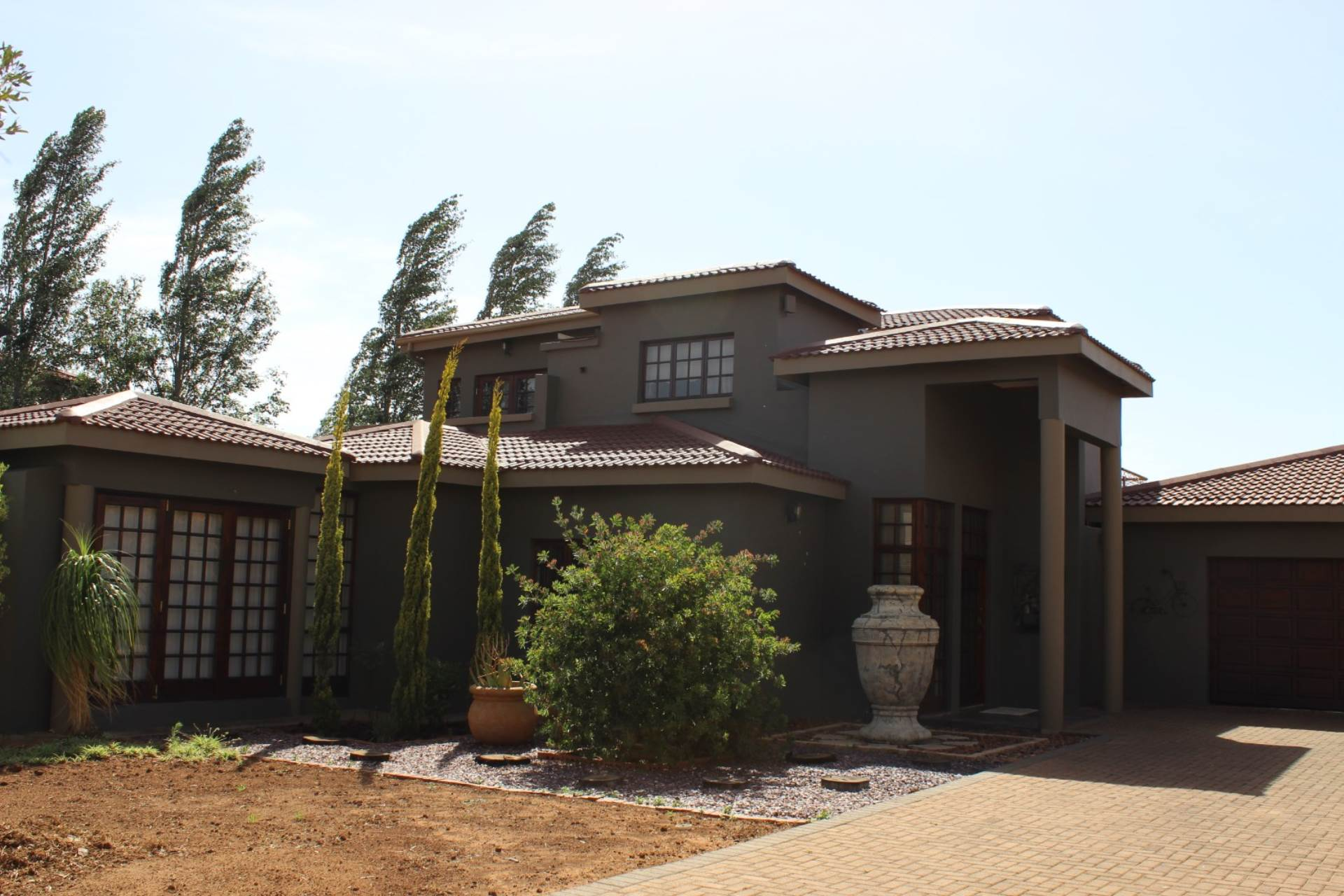 4 BedroomHouse For Sale In Woodland Hills