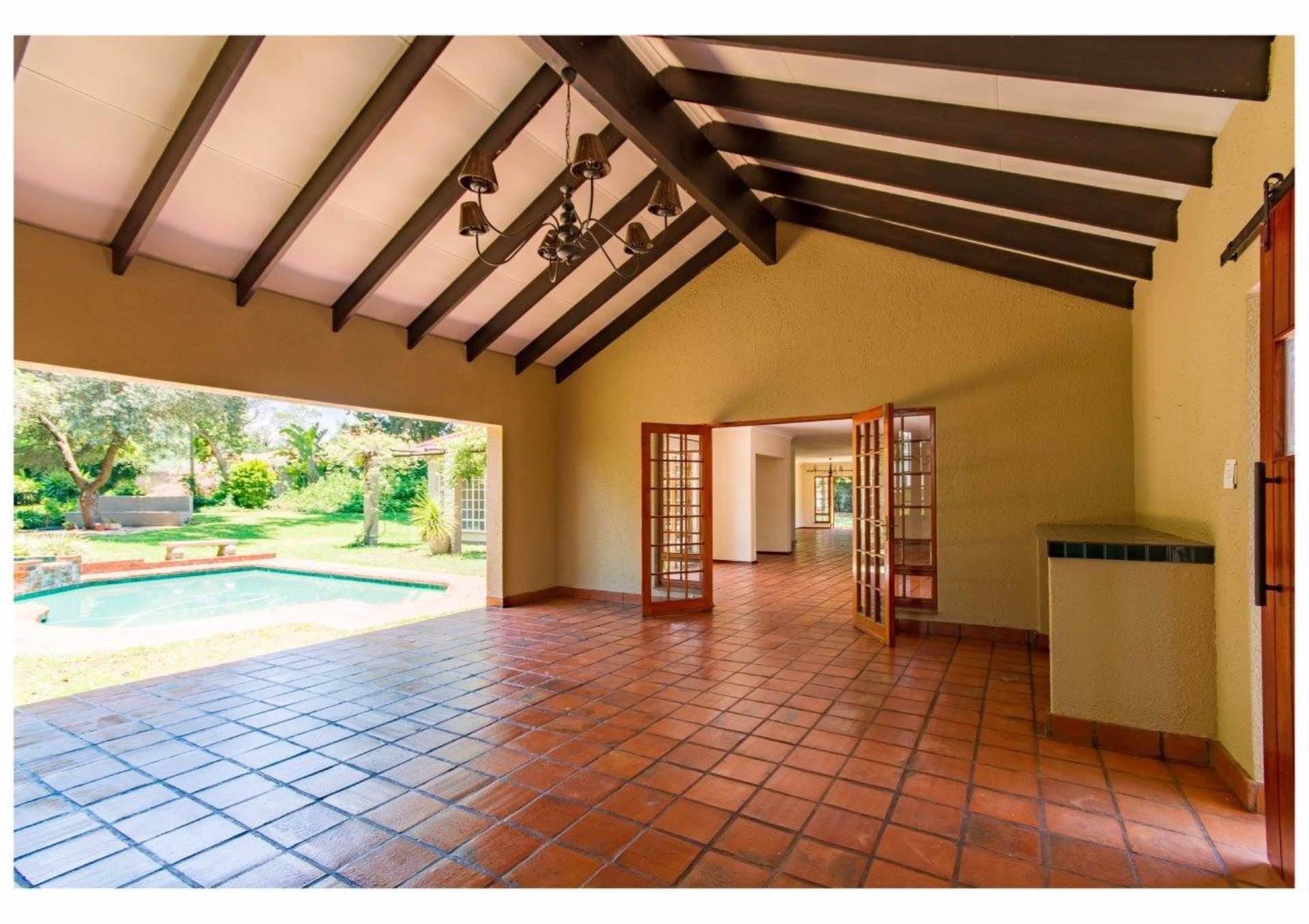 4 BedroomHouse For Sale In Douglasdale