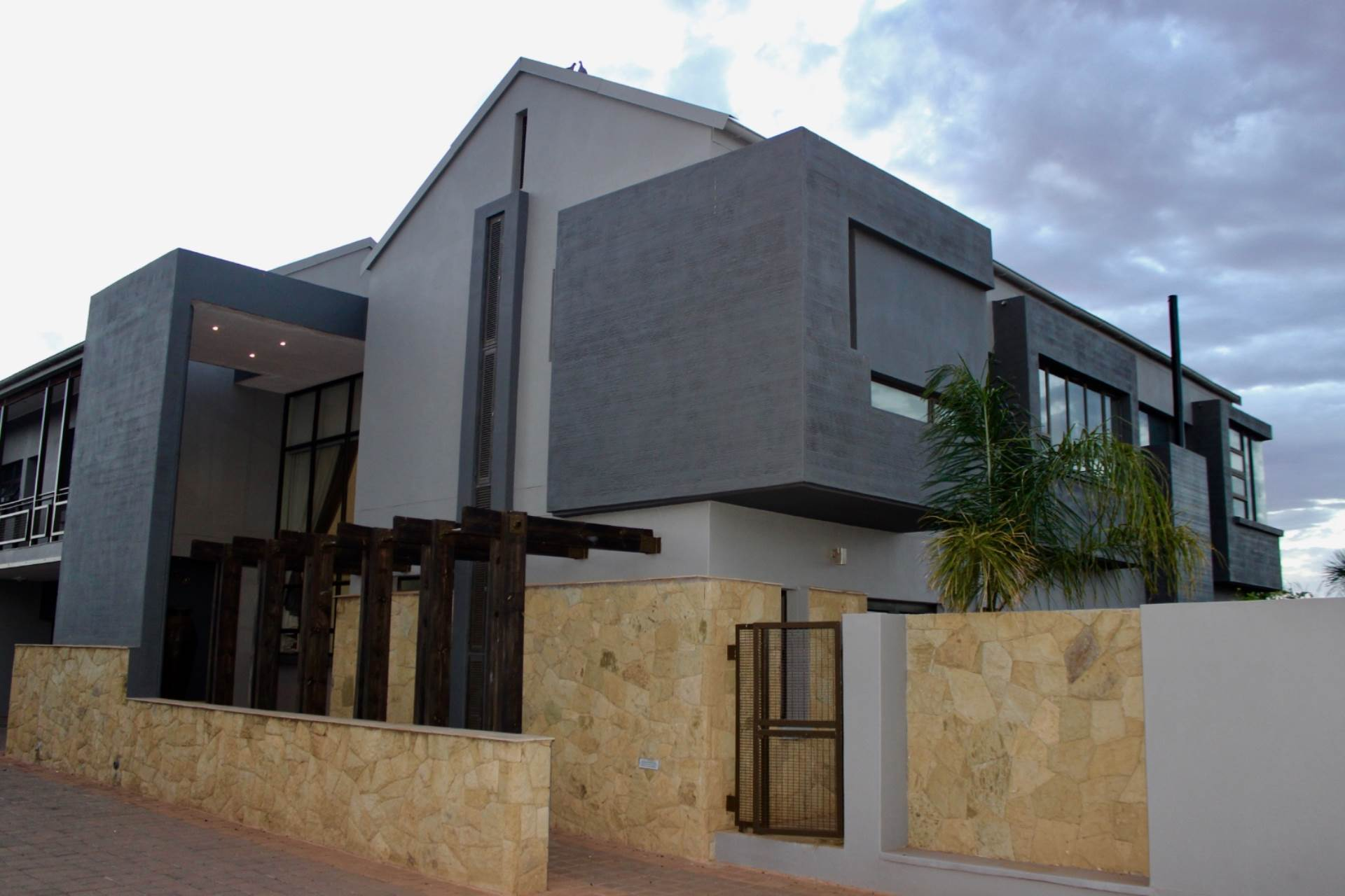 Woodland Hills property for sale. Ref No: 13565511. Picture no 30