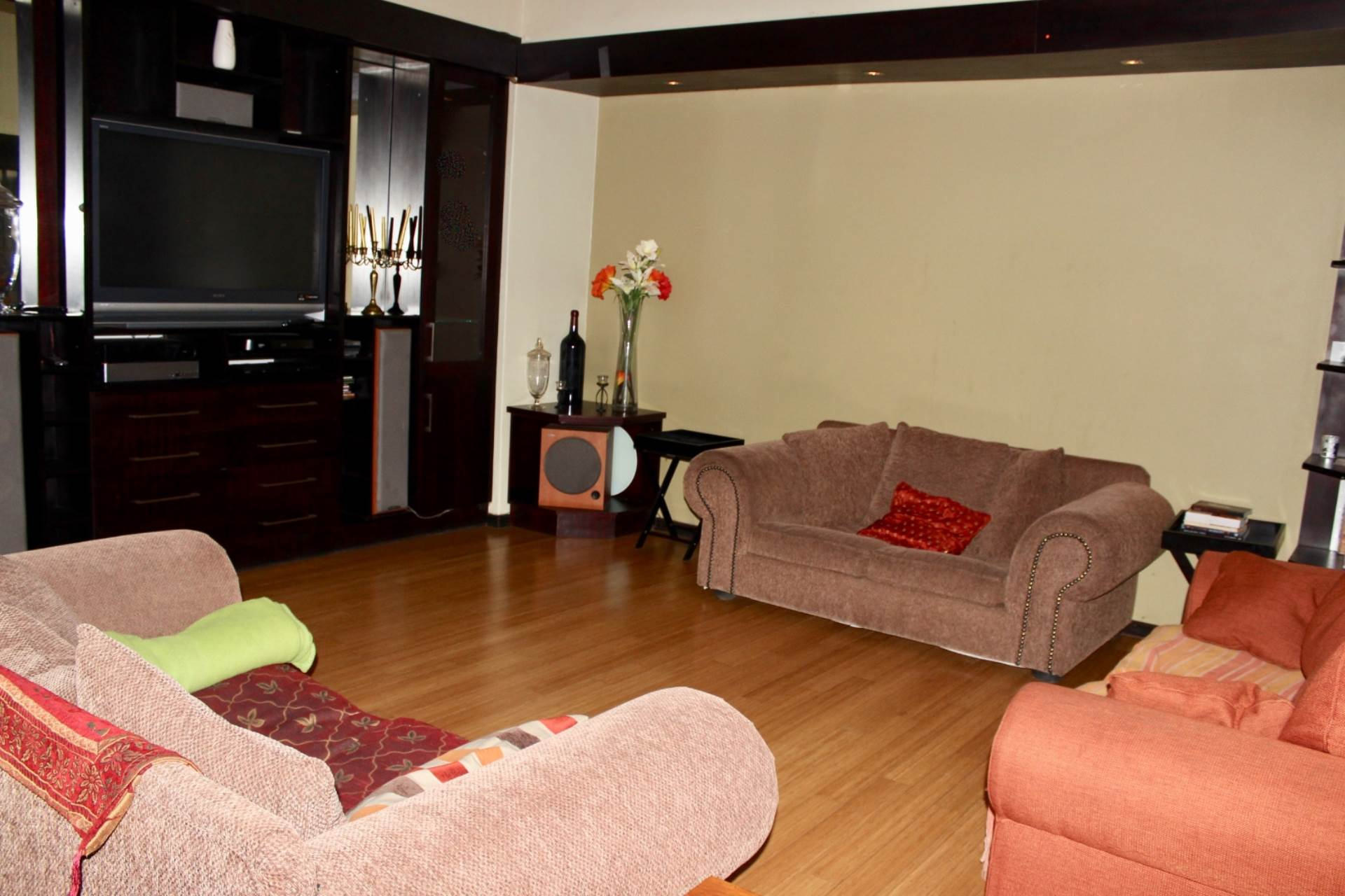 Woodland Hills property for sale. Ref No: 13565511. Picture no 9