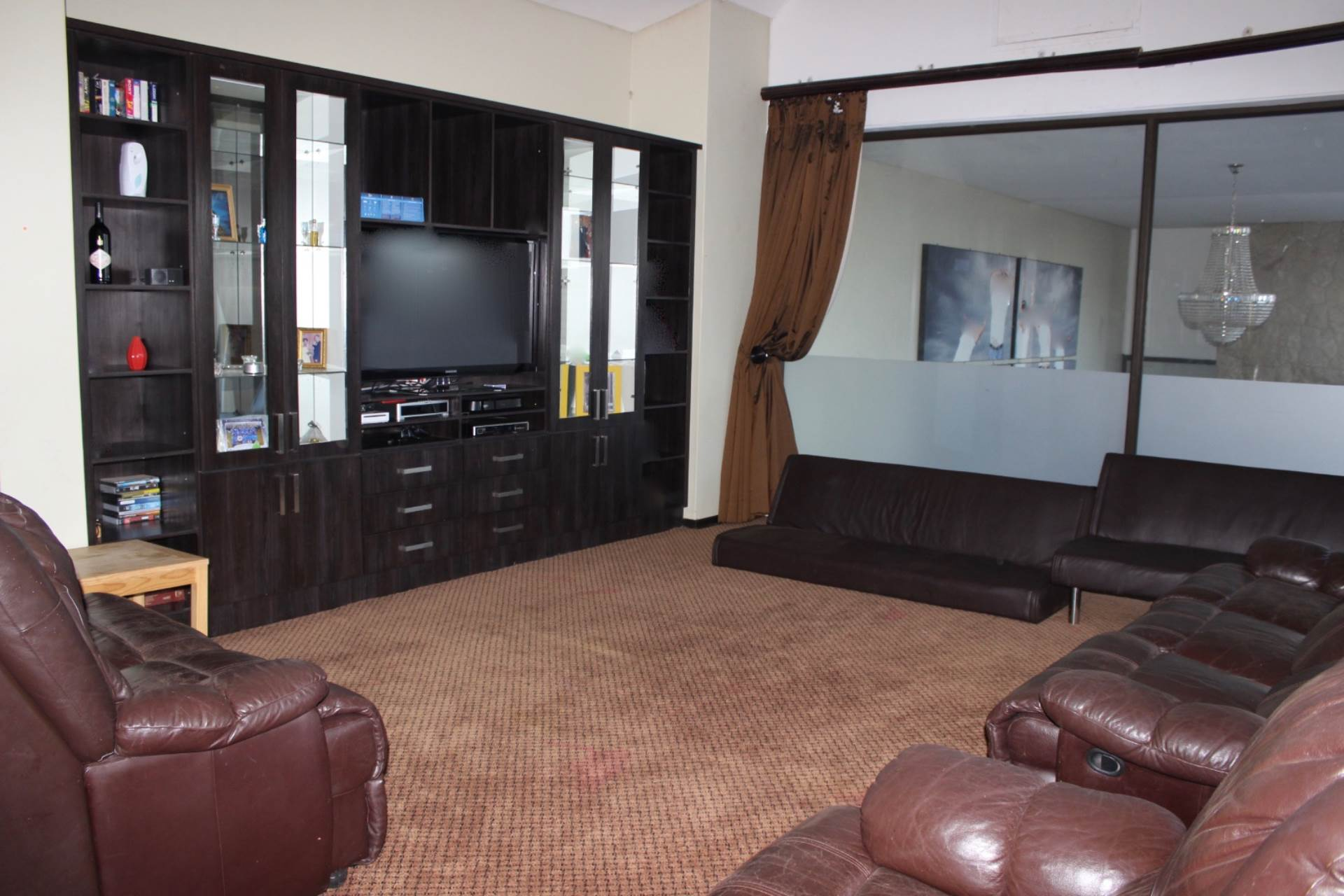 Woodland Hills property for sale. Ref No: 13565511. Picture no 16