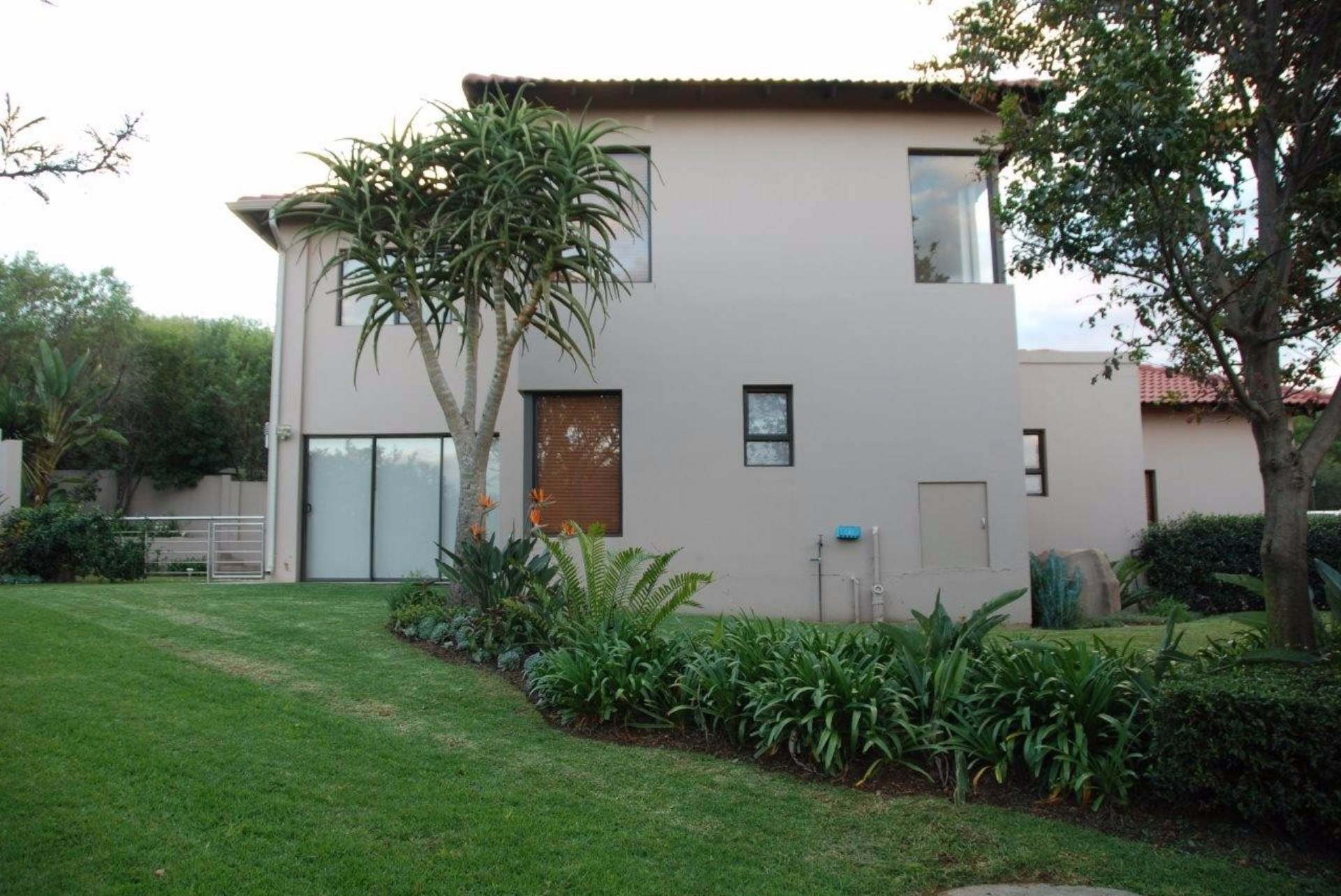3 BedroomHouse To Rent In Featherbrooke Estate