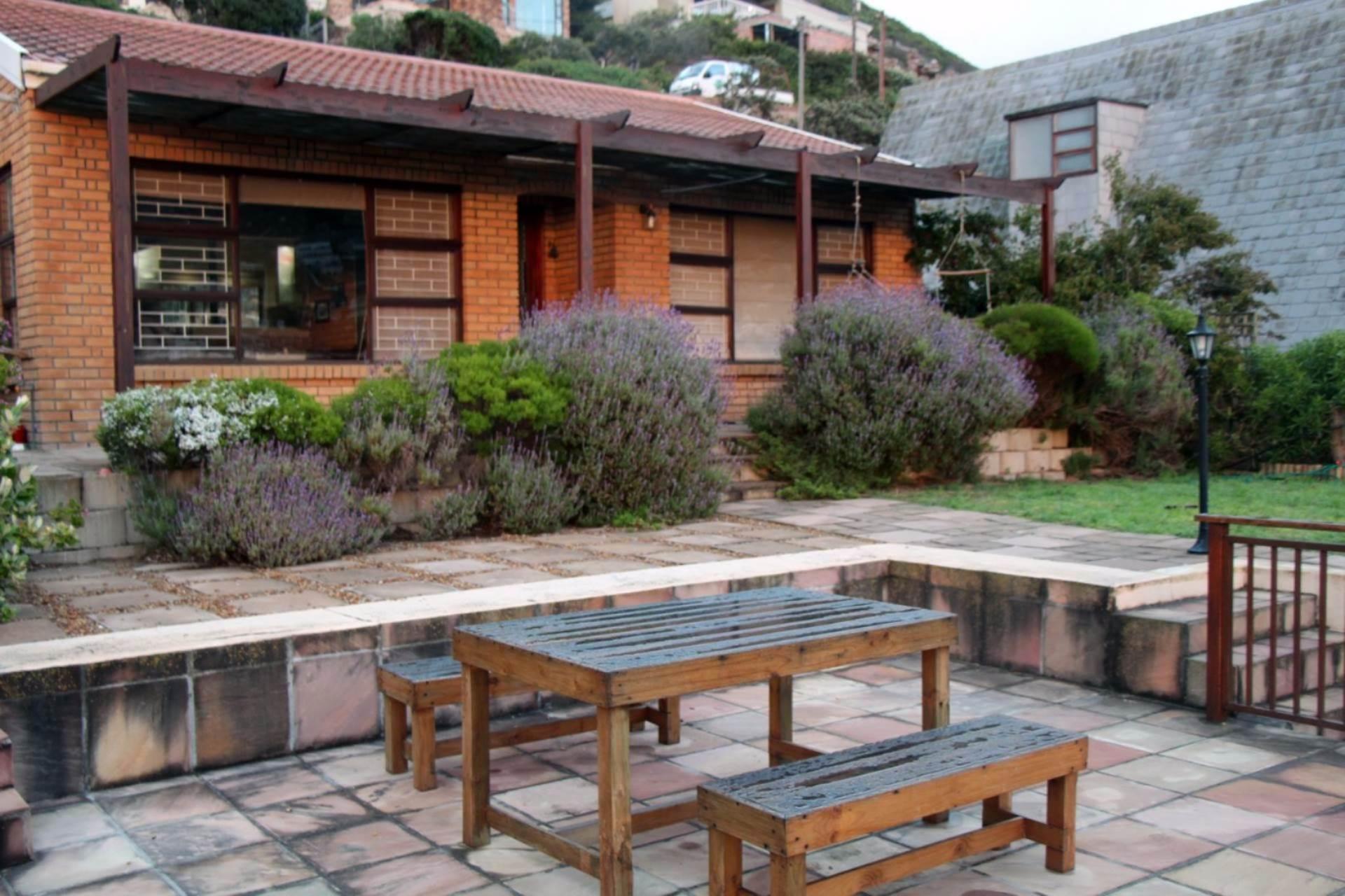 2 BedroomHouse To Rent In Glencairn