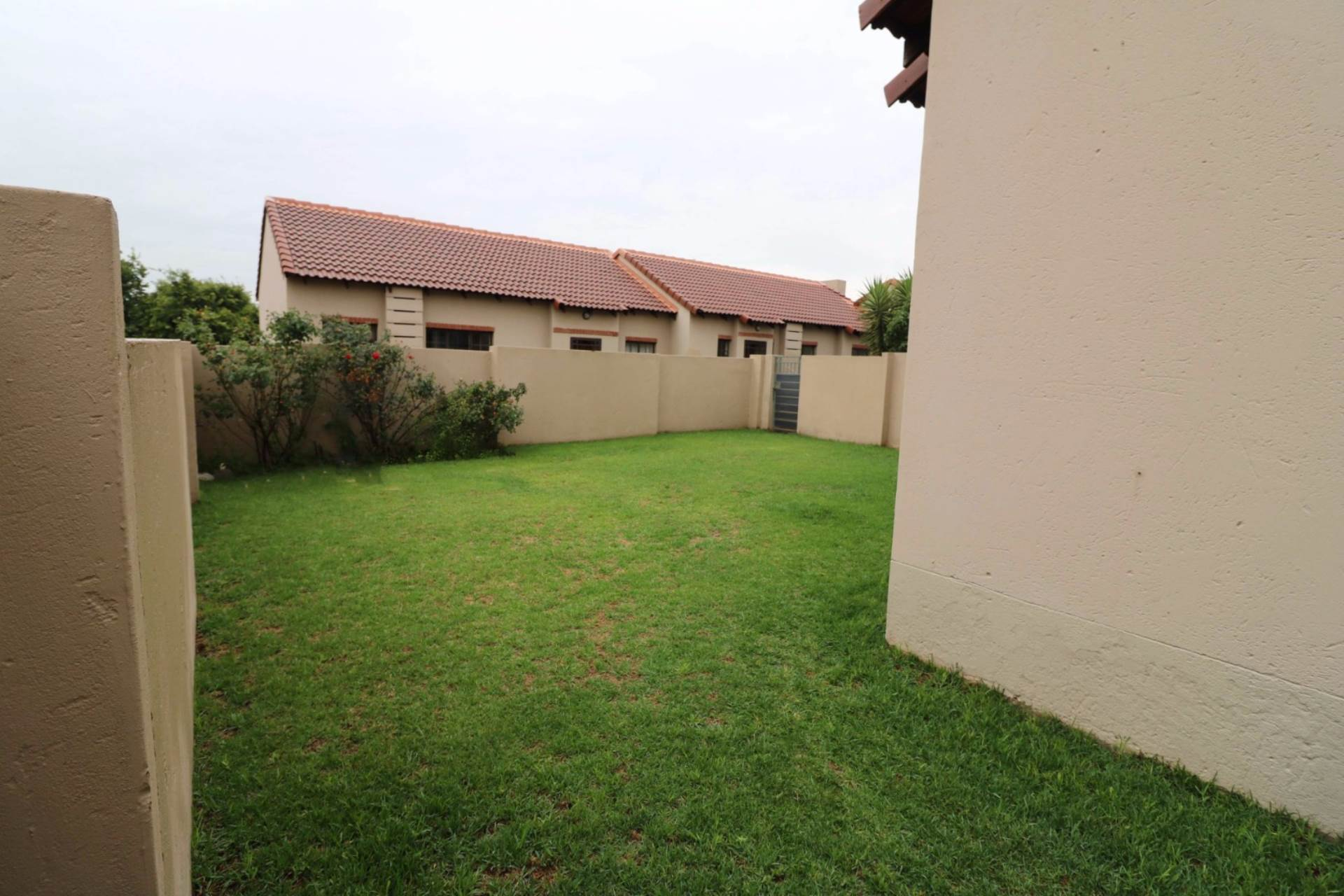 Mooikloof Ridge property for sale. Ref No: 13567816. Picture no 5