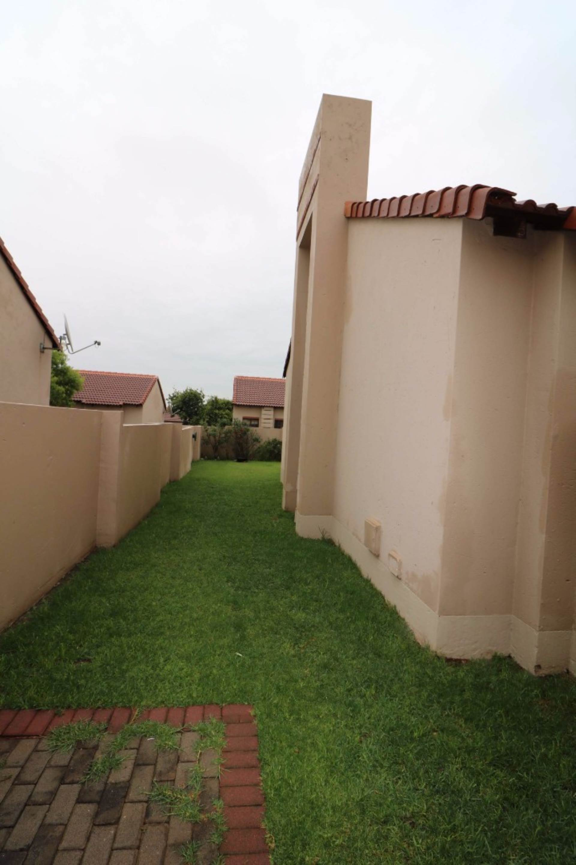 Mooikloof Ridge property for sale. Ref No: 13567816. Picture no 3