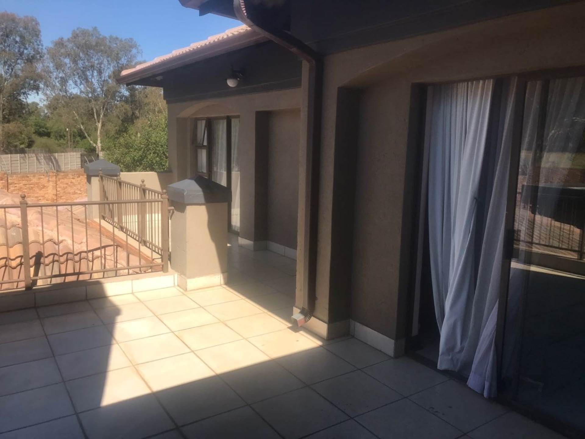 5 BedroomHouse To Rent In Ebotse Golf And Country Estate