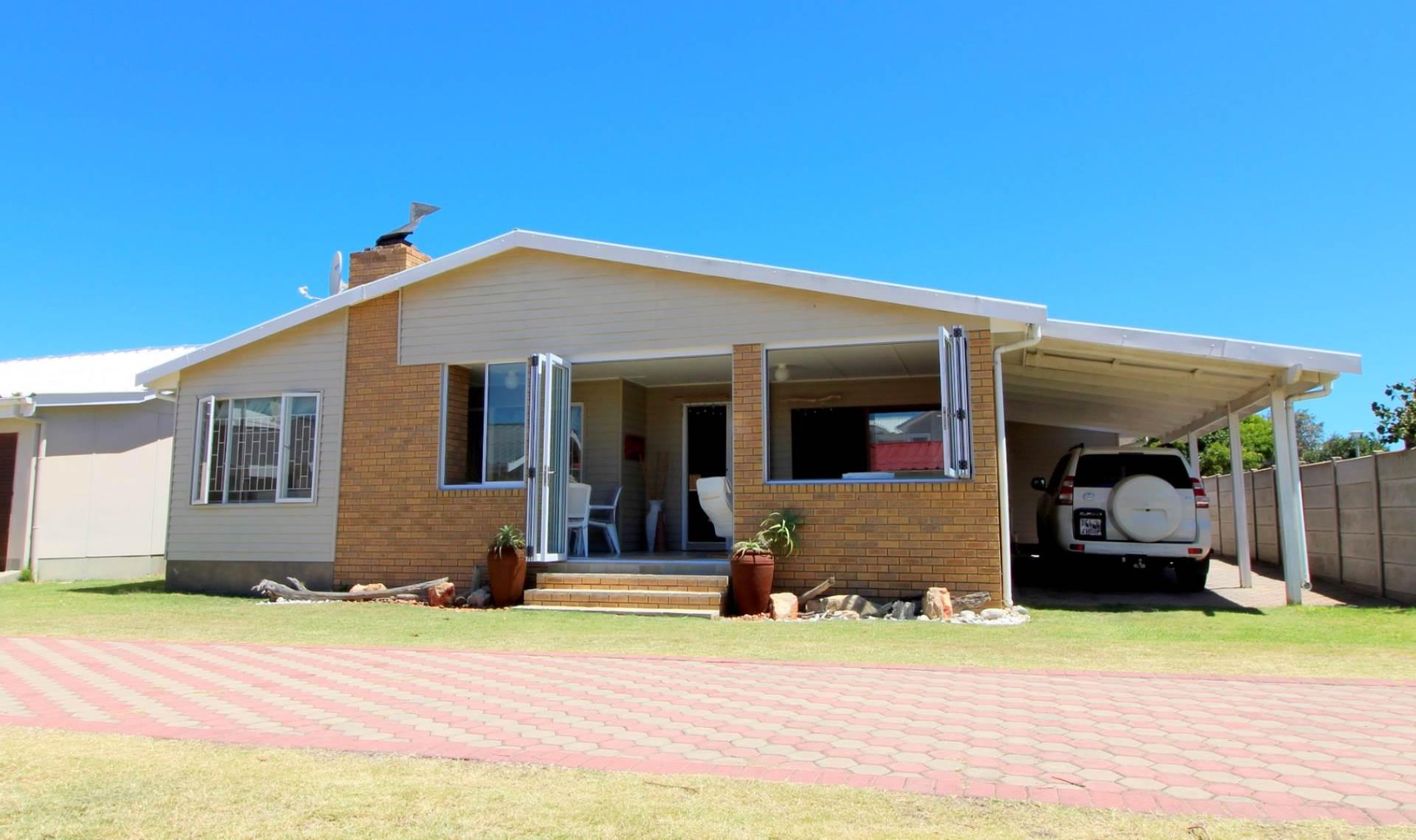 4 BedroomHouse Pending Sale In Hartenbos