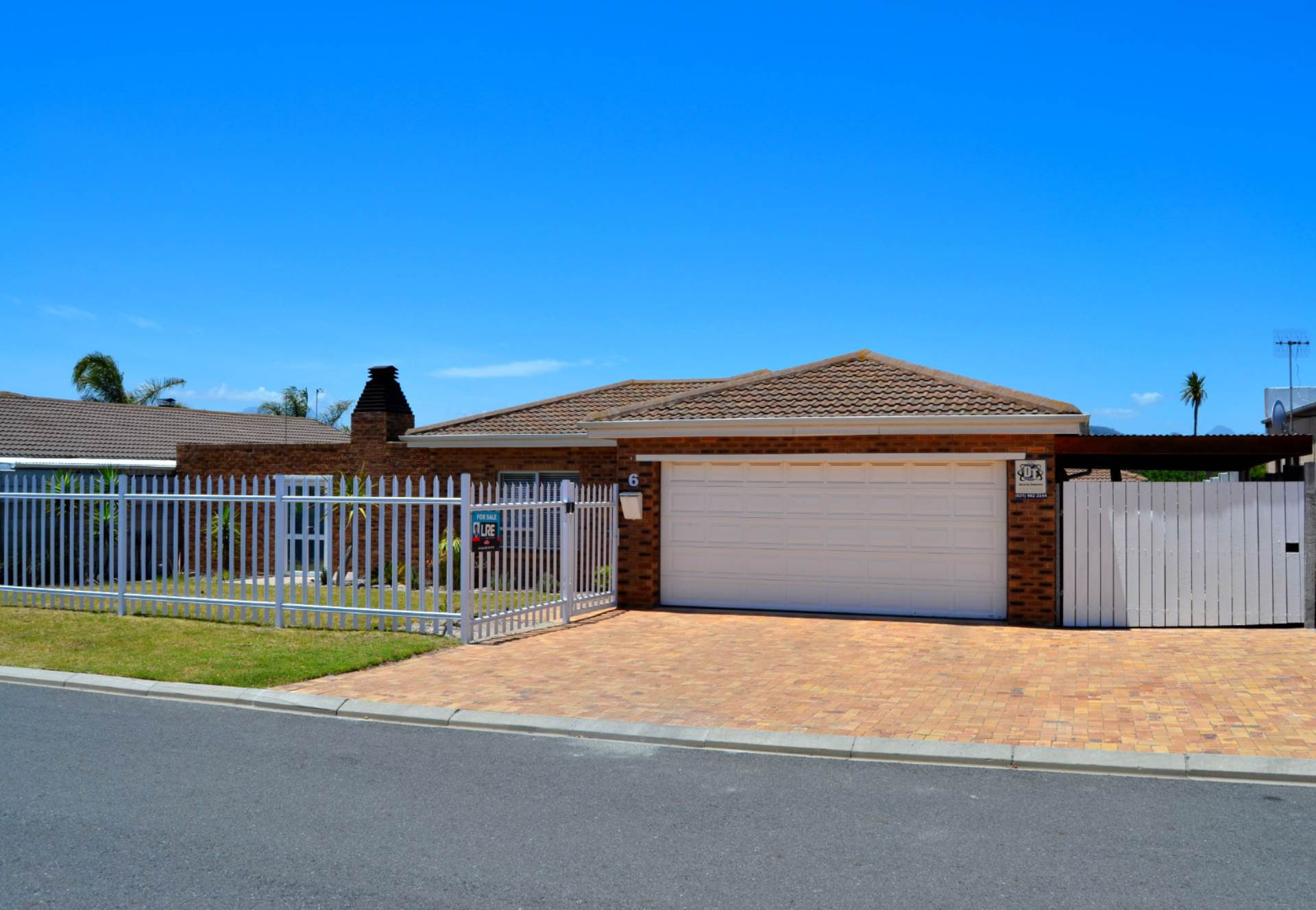 3 BedroomHouse For Sale In Protea Heights