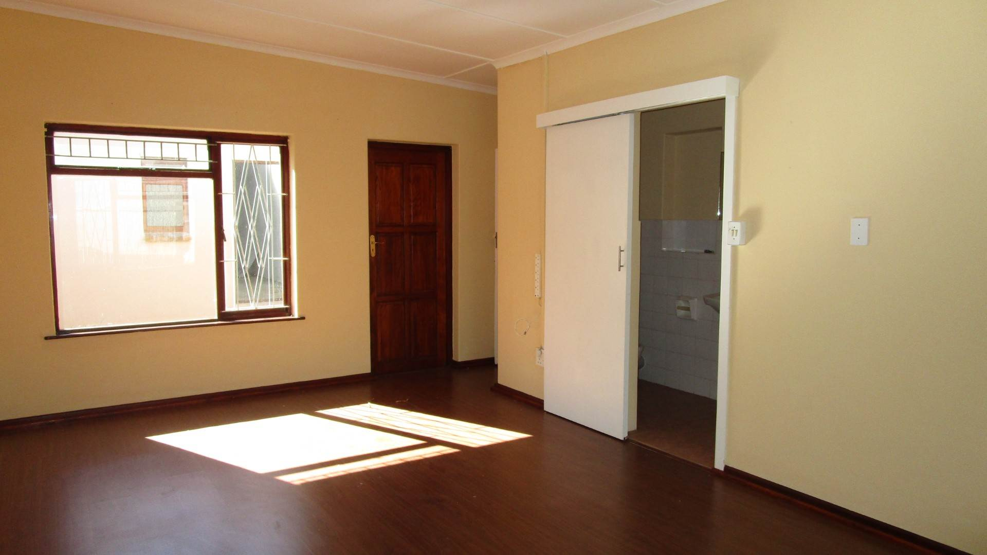 Fish Hoek property for sale. Ref No: 13569687. Picture no 3