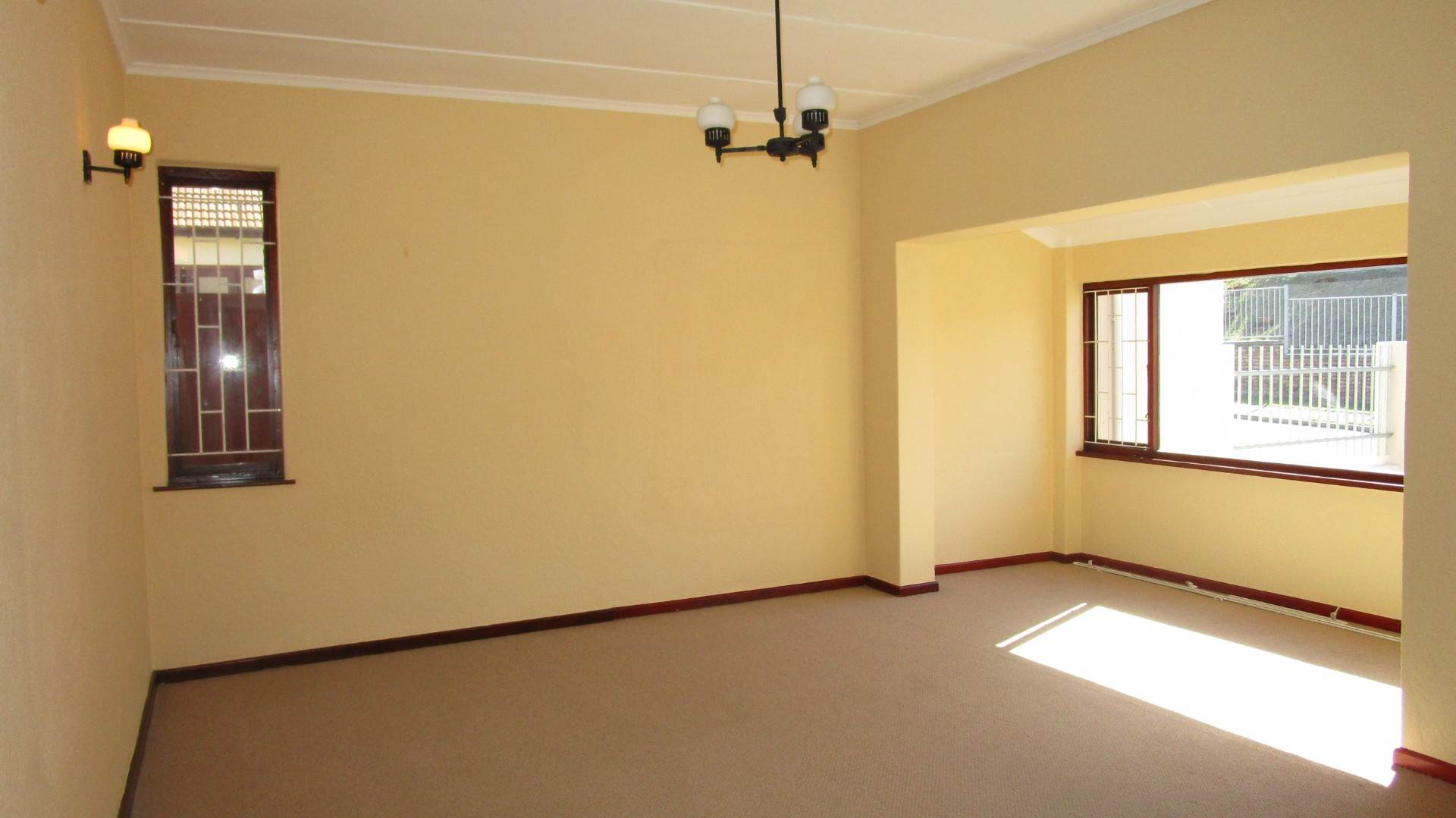 Fish Hoek property for sale. Ref No: 13569687. Picture no 2