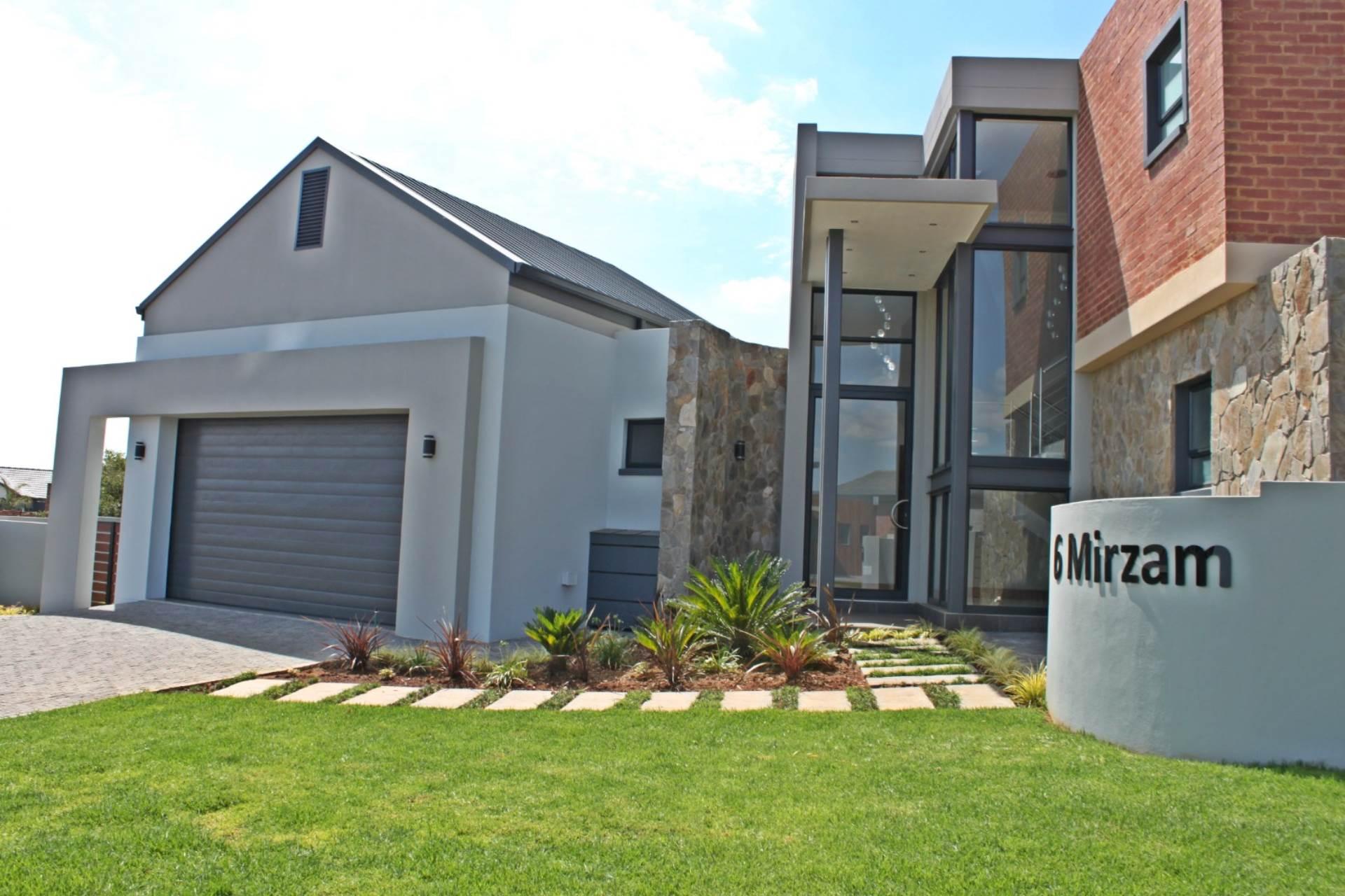 4 BedroomHouse Pending Sale In Midstream Estate