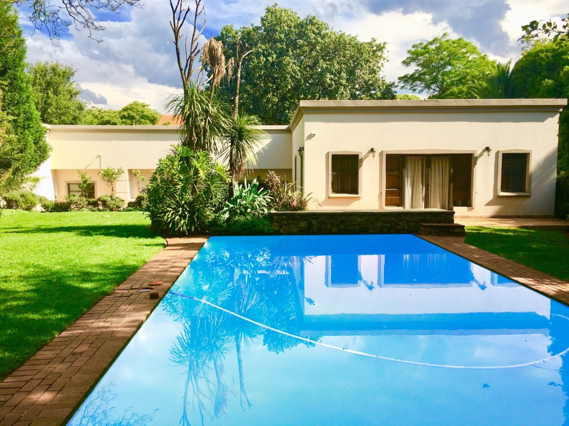 4 BedroomHouse To Rent In Houghton Estate