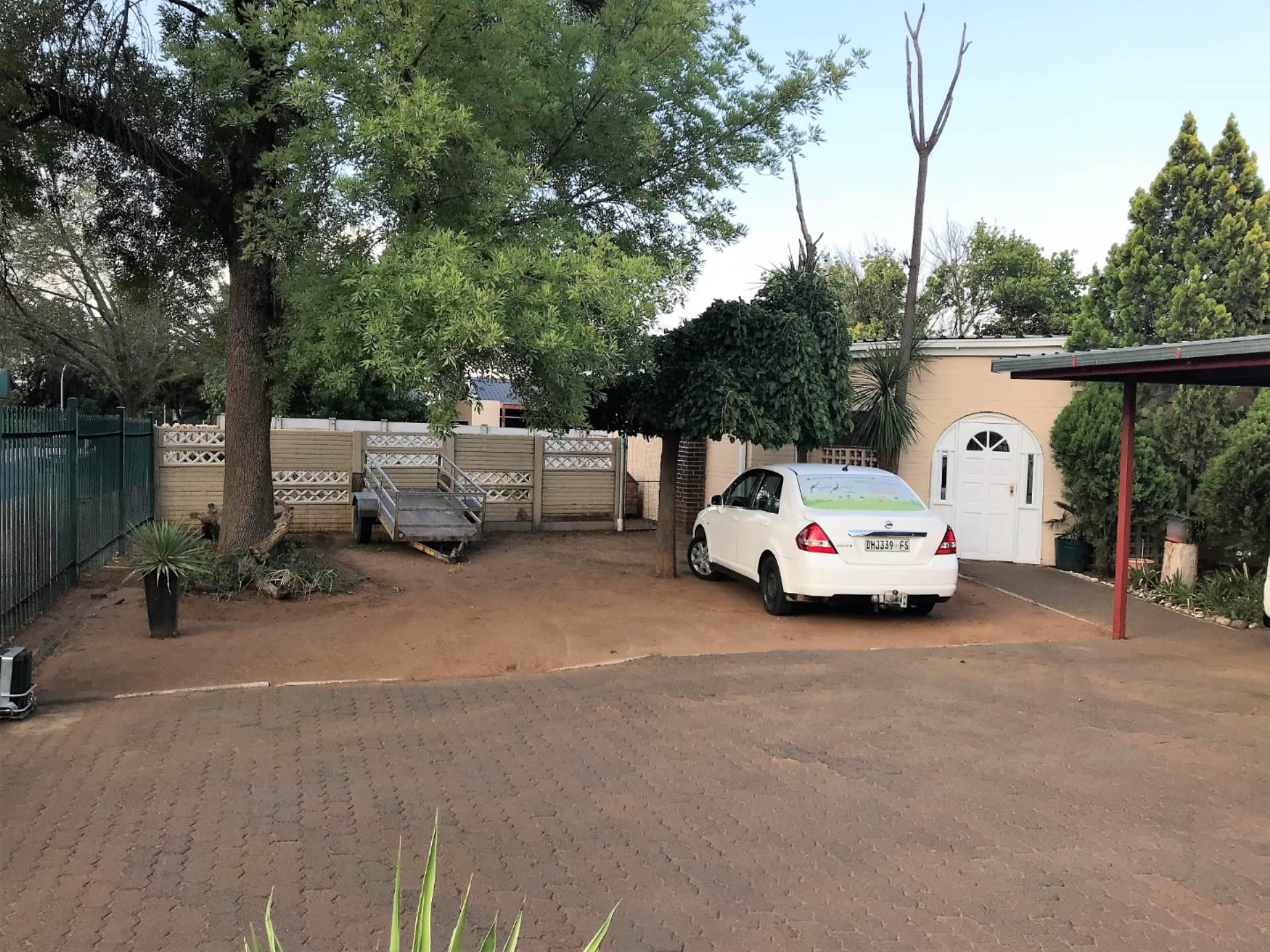6 BedroomHouse For Sale In Fichardt Park