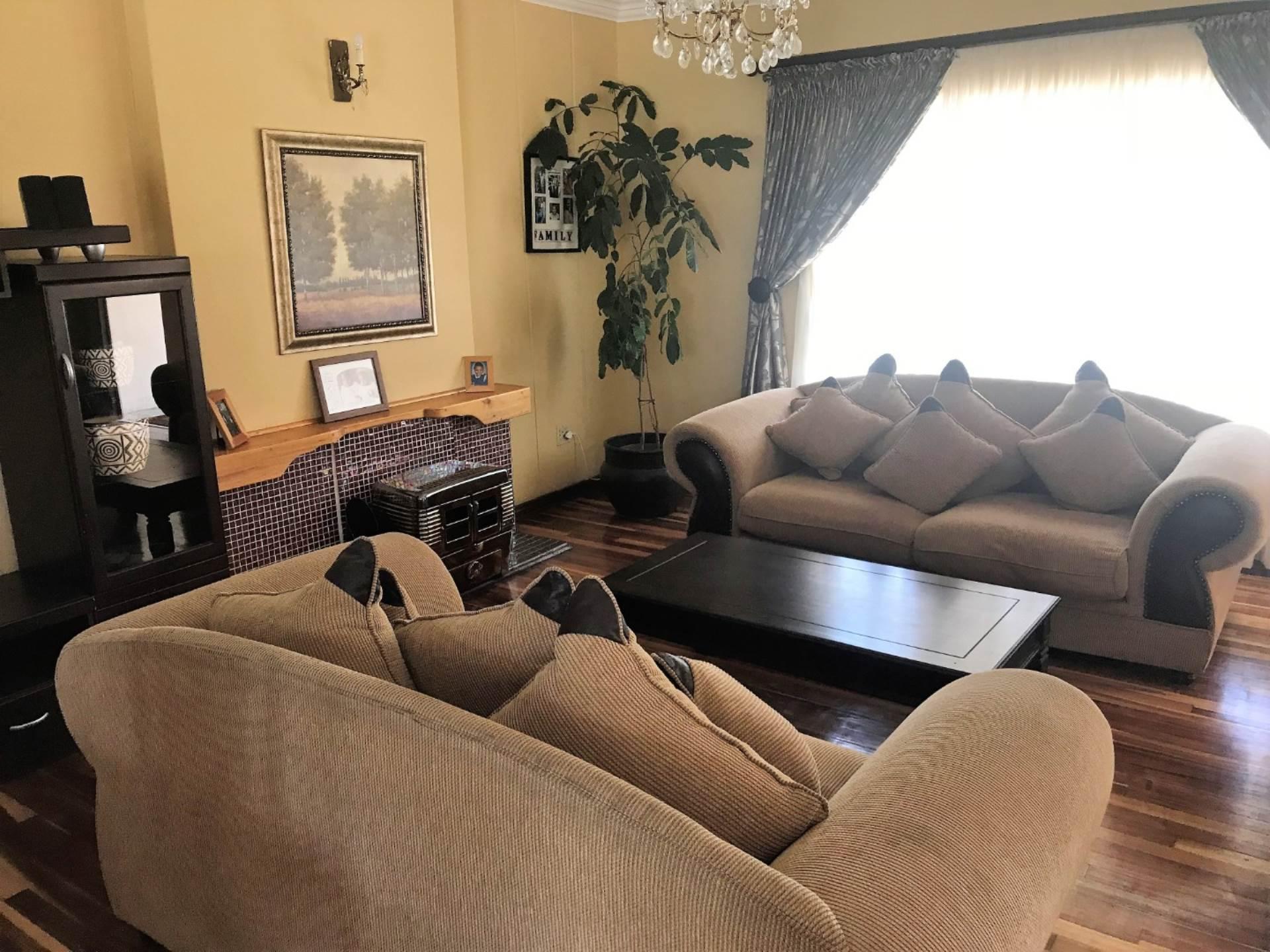 4 BedroomHouse To Rent In Hospitaalpark