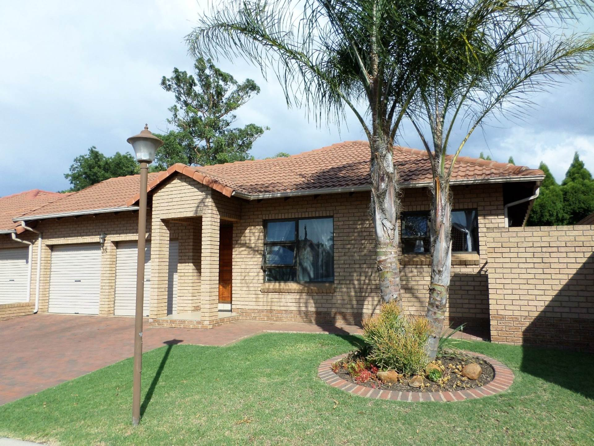 3 BedroomTownhouse For Sale In Willow Park Manor