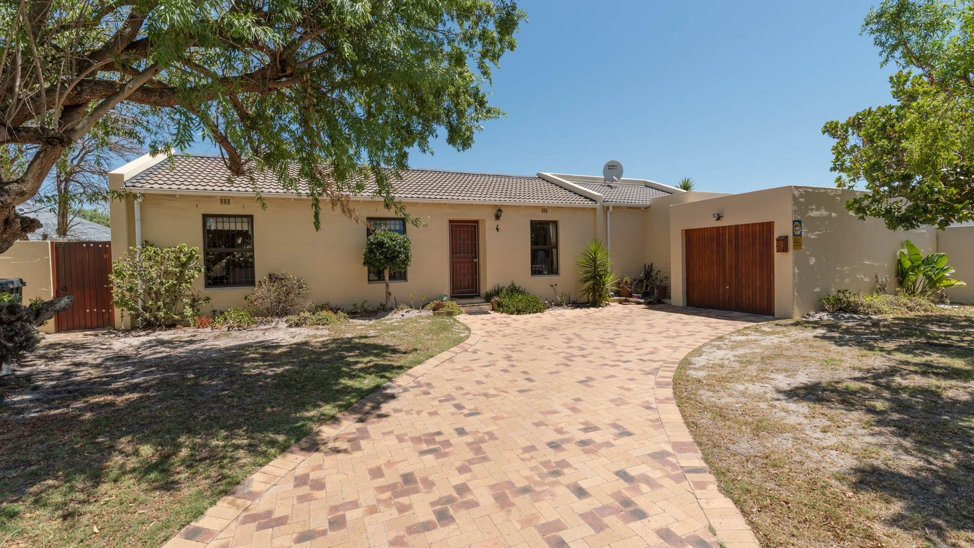 3 BedroomHouse For Sale In Edgemead