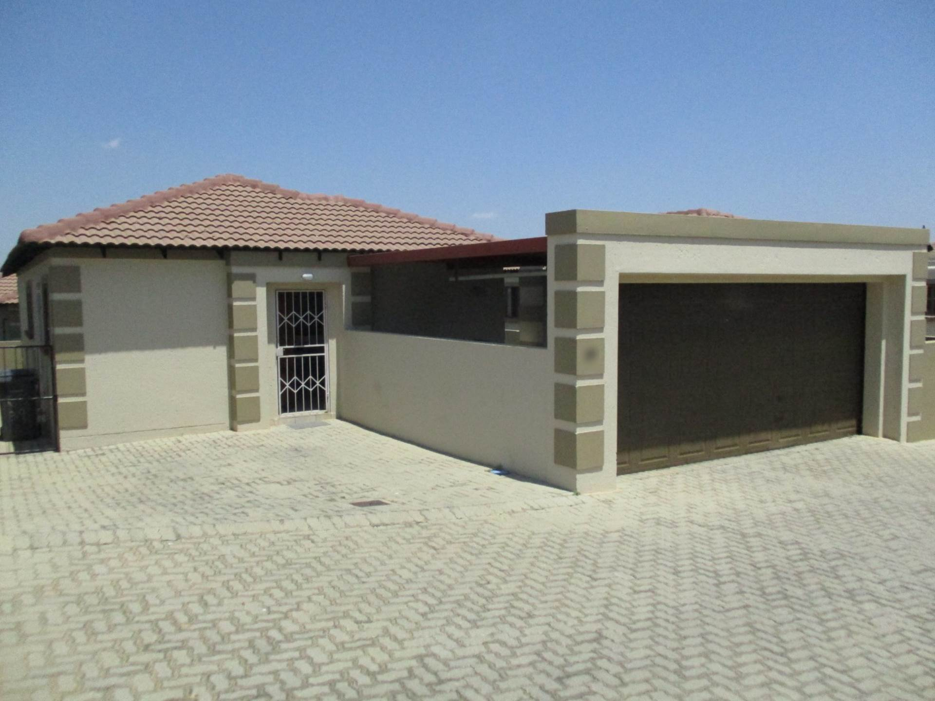 3 BedroomTownhouse To Rent In Arundo Estate