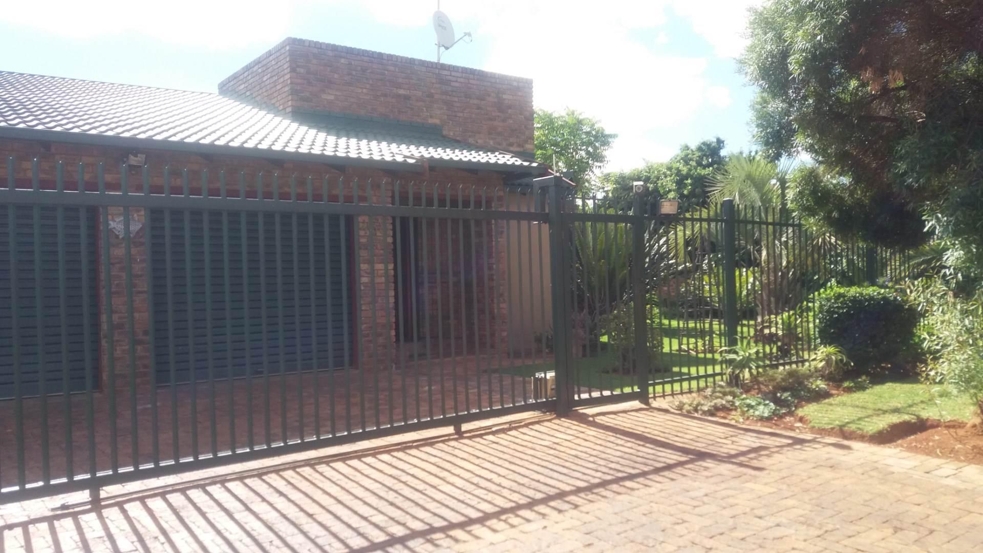 Moreleta Park property for sale. Ref No: 13559371. Picture no 14