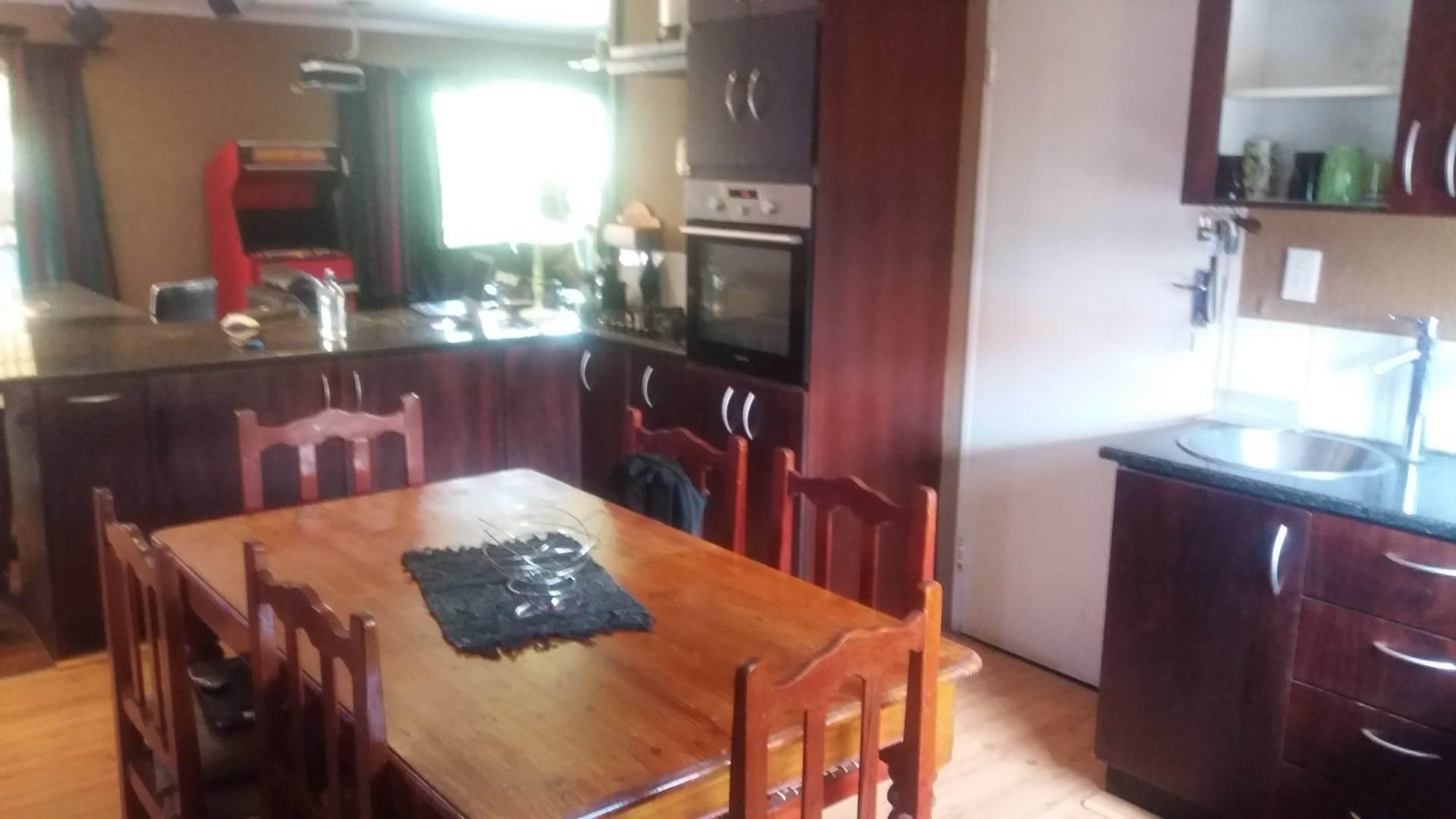 Moreleta Park property for sale. Ref No: 13559371. Picture no 7