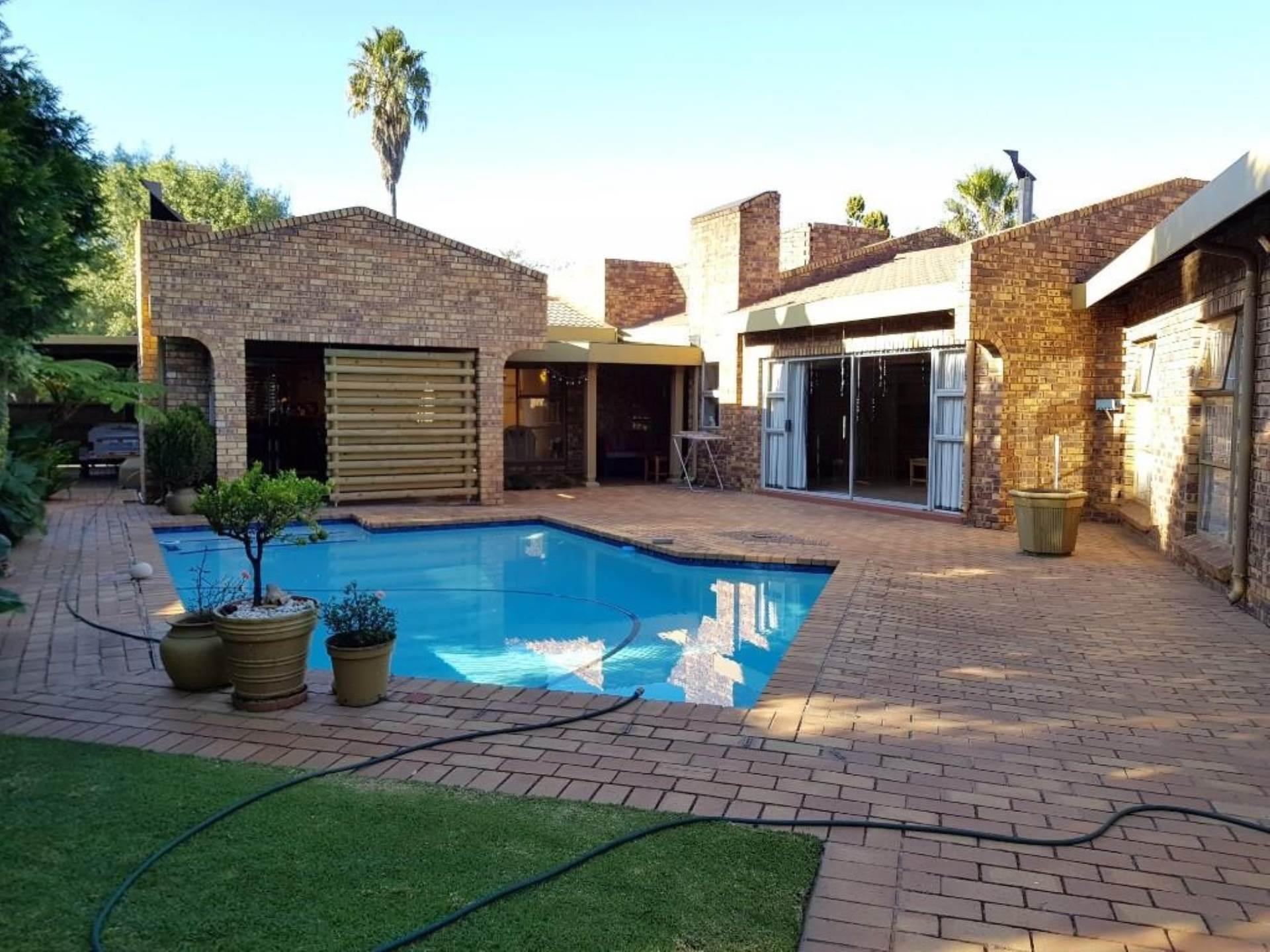 4 BedroomHouse For Sale In Sunward Park