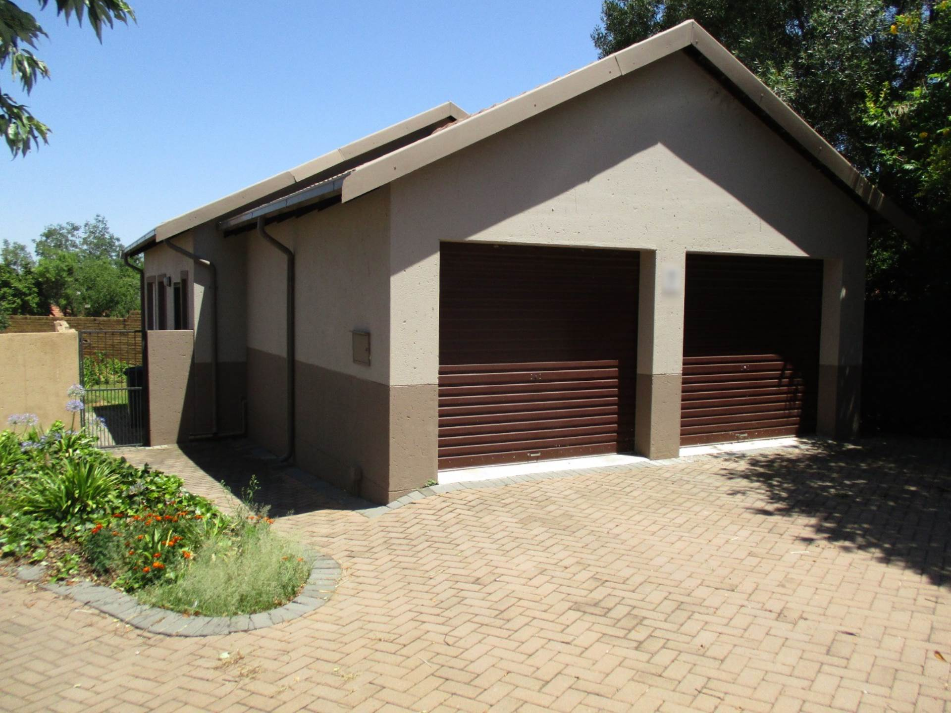2 BedroomTownhouse To Rent In The Reeds