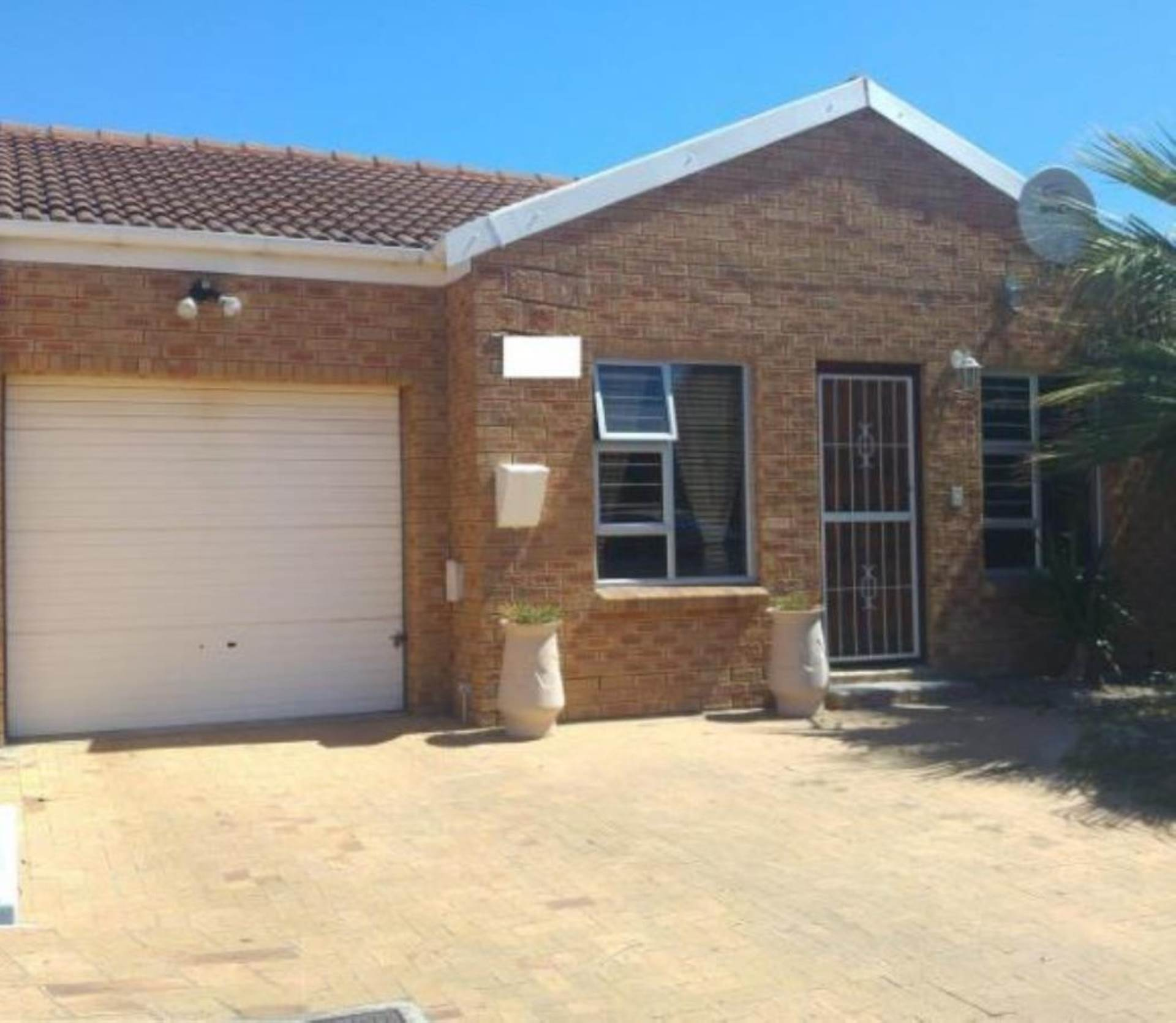 2 BedroomHouse For Sale In De Oude Spruit