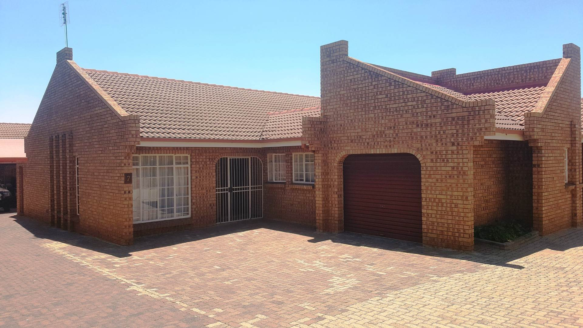 3 BedroomTownhouse To Rent In Middelburg
