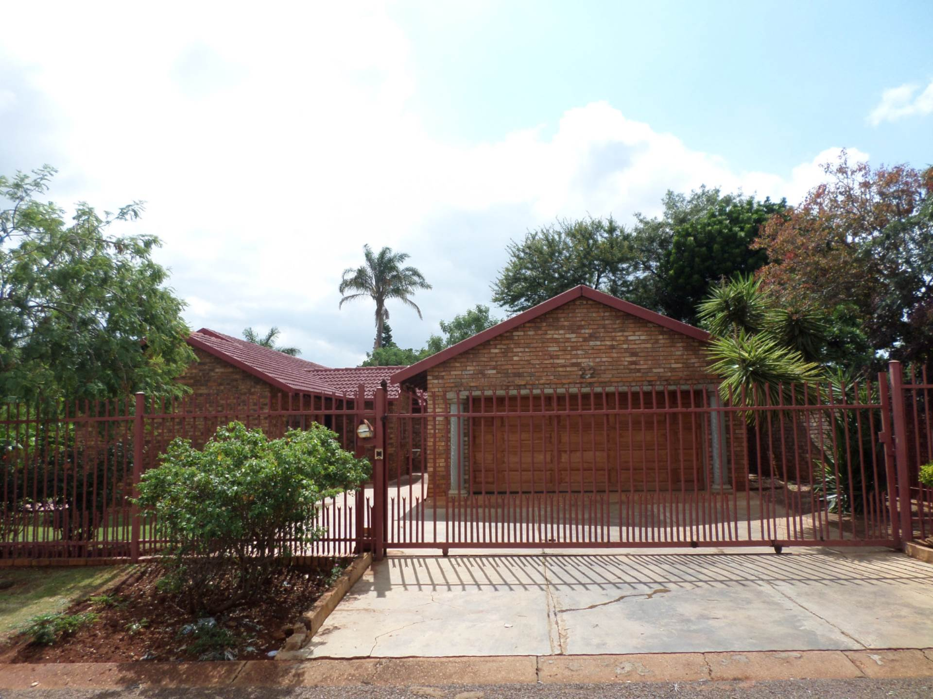 4 BedroomHouse For Sale In Chantelle