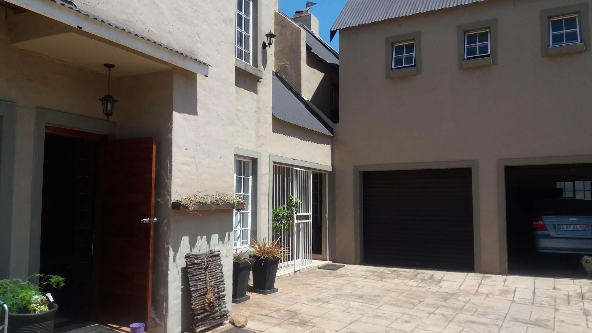Moreleta Park property for sale. Ref No: 13550634. Picture no 18
