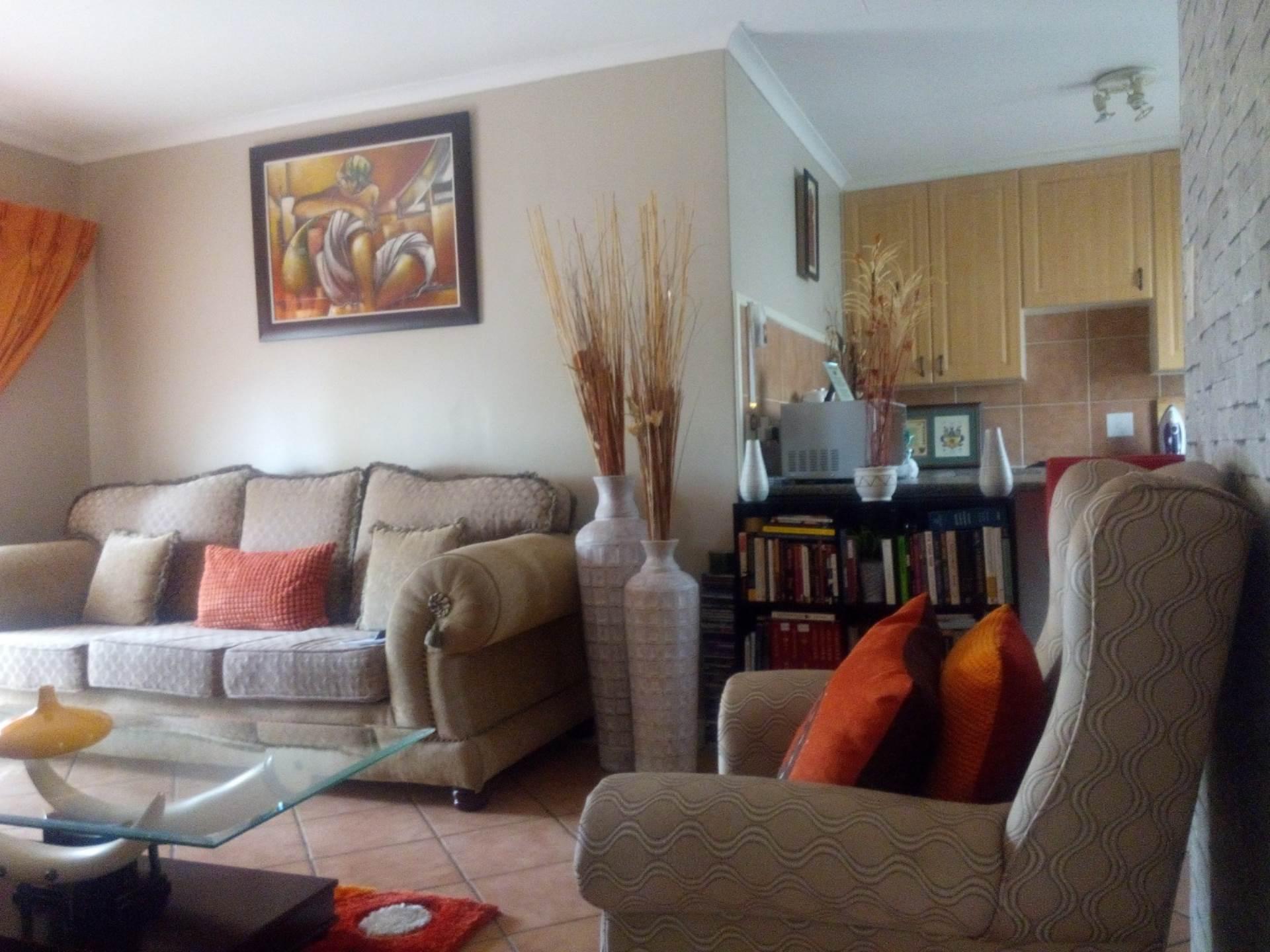 Pretoria, Mooikloof Ridge Property    Houses To Rent Mooikloof Ridge, MOOIKLOOF RIDGE, Townhouse 2 bedrooms property to rent Price:,  6,00*