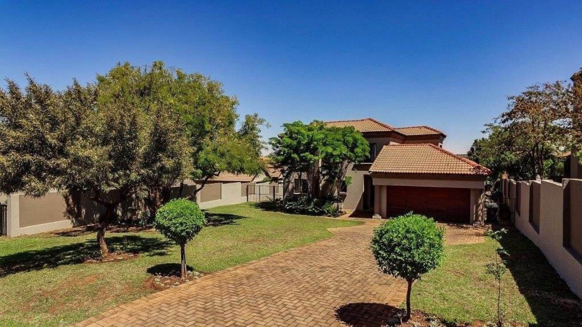 Property and Houses for sale in Centurion Central, House, 4 Bedrooms - ZAR 2,830,000