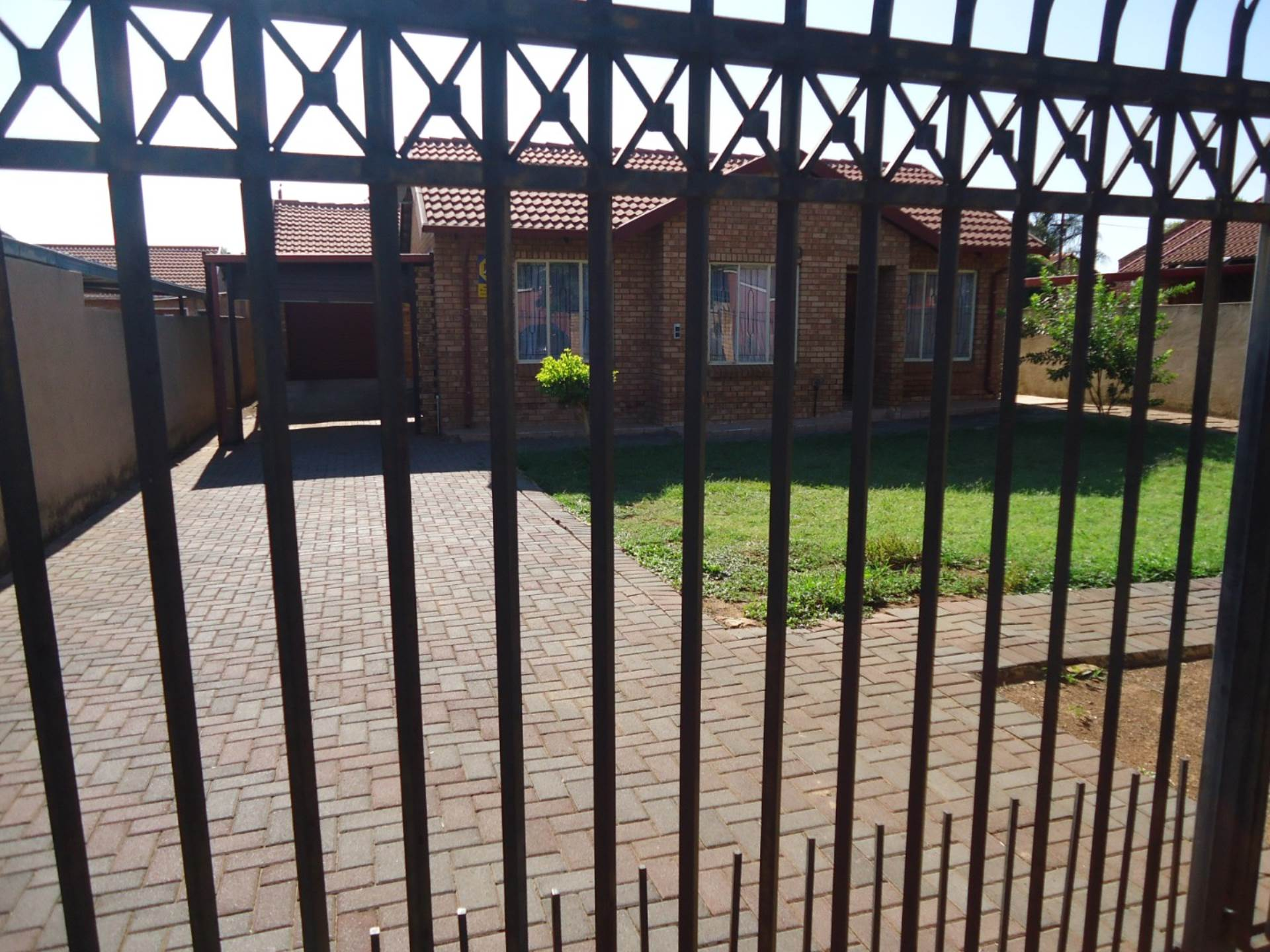 3 BedroomHouse To Rent In Lindo Park